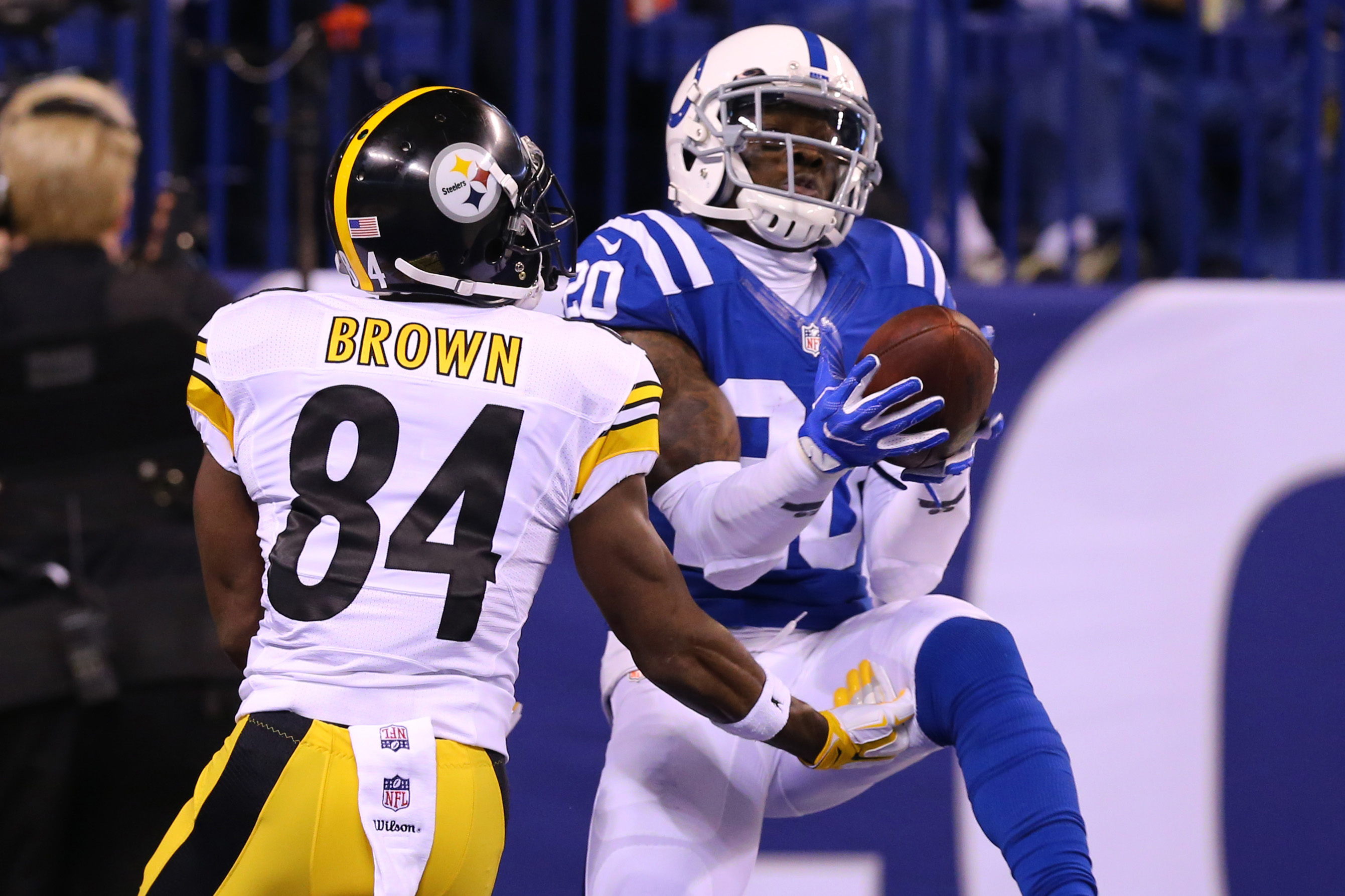 9700943-nfl-pittsburgh-steelers-at-indianapolis-colts