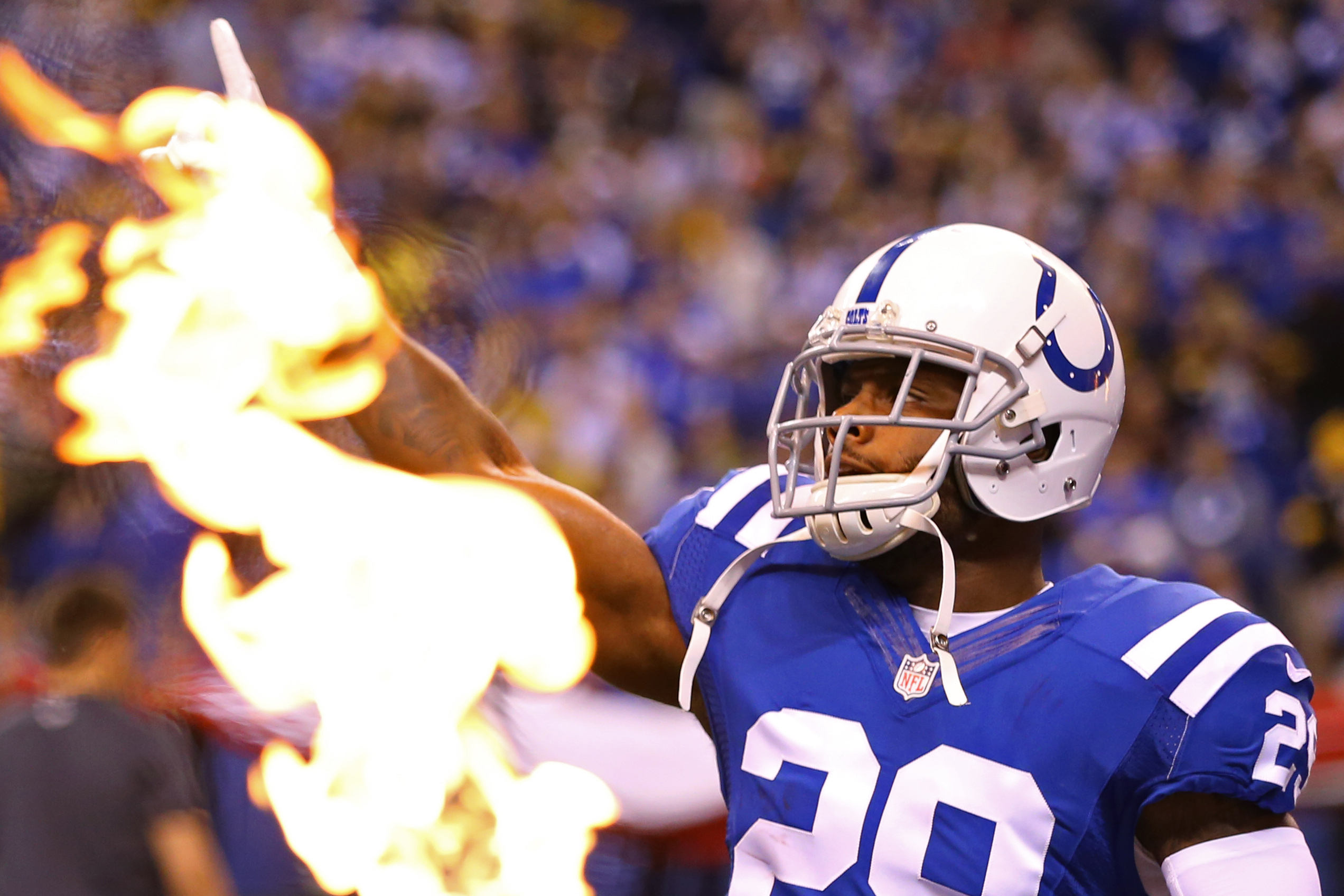 9701163-nfl-pittsburgh-steelers-at-indianapolis-colts