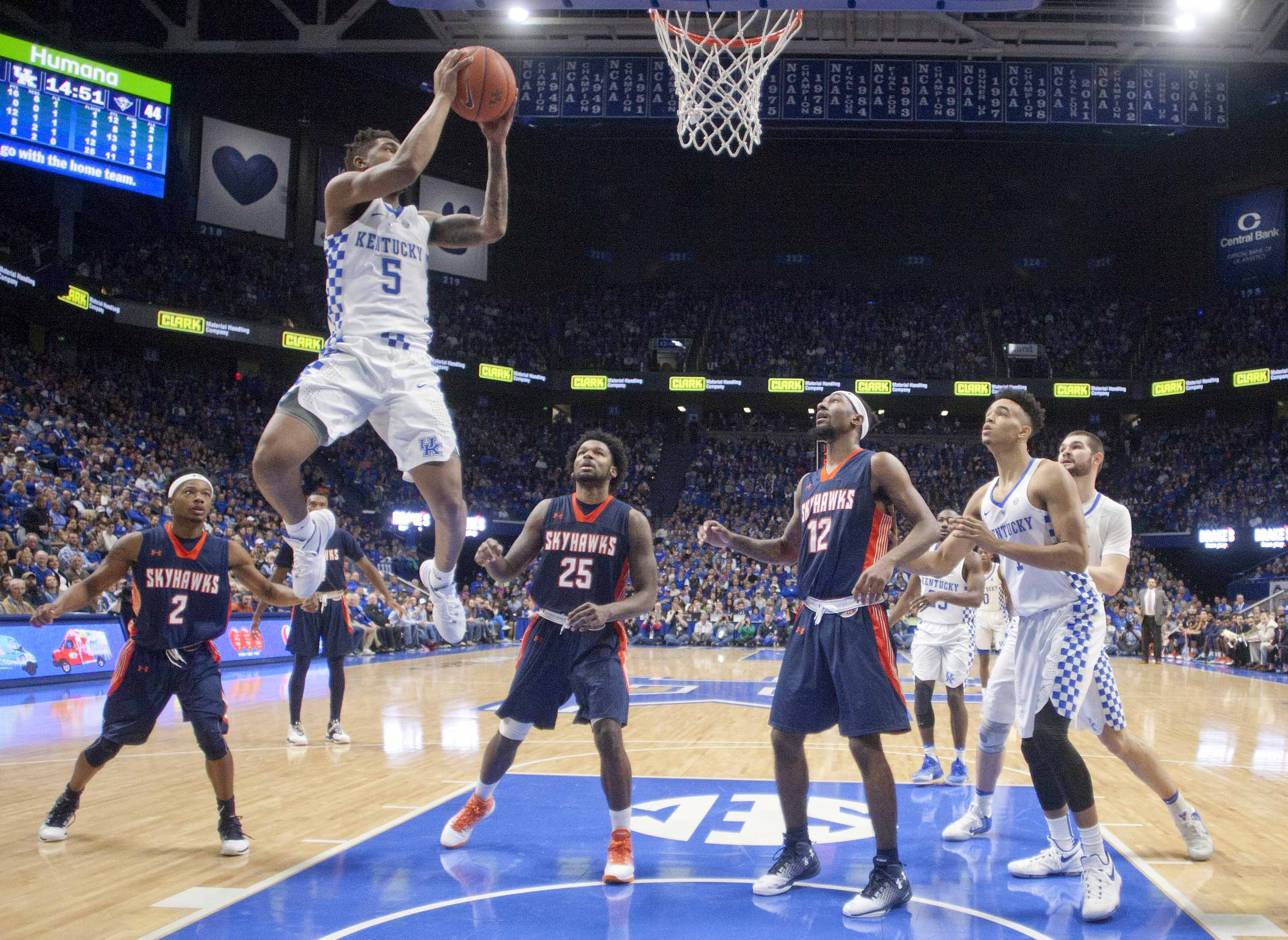 No. 5 Kentucky holds on at Mississippi State
