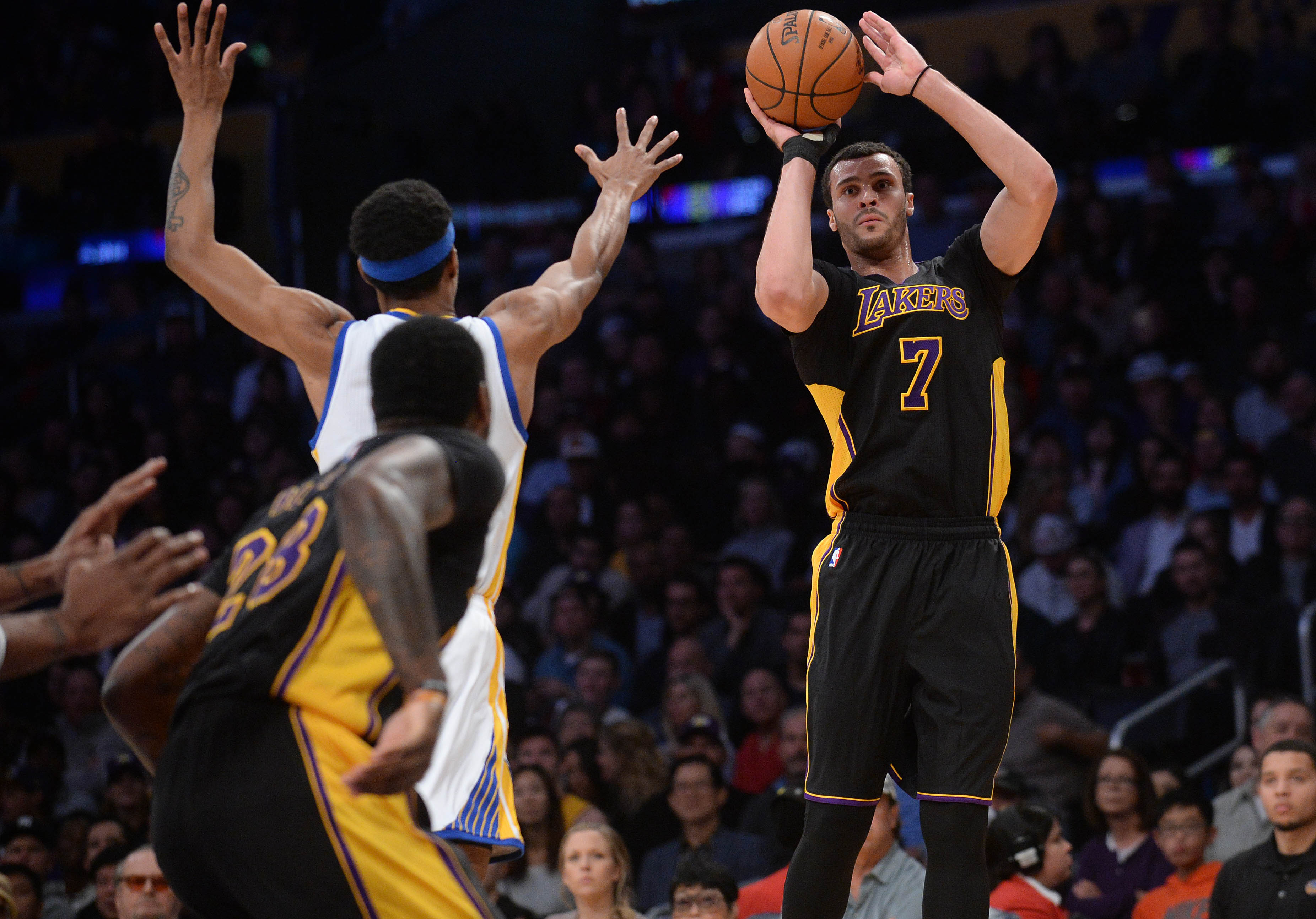 9703761-nba-golden-state-warriors-at-los-angeles-lakers