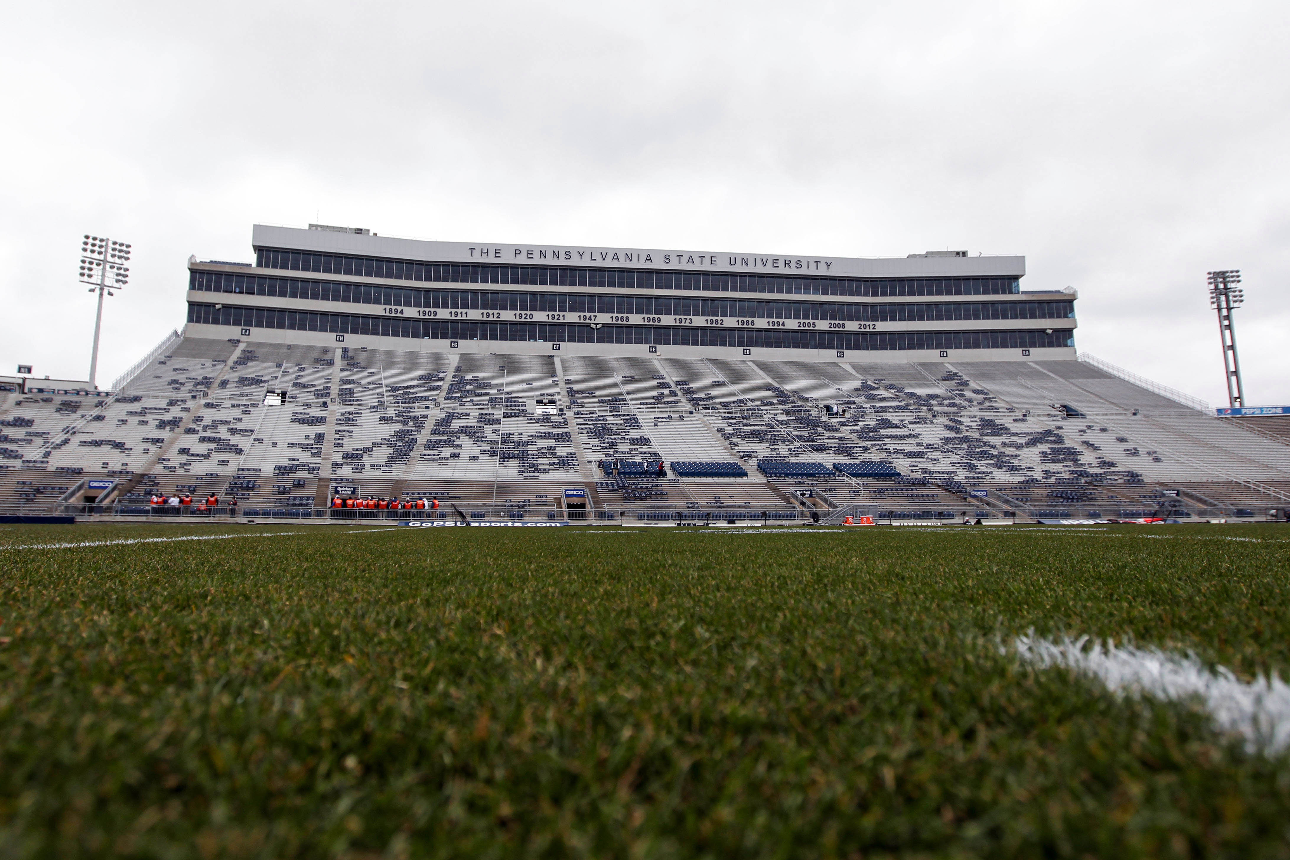 9705899-ncaa-football-michigan-state-at-penn-state