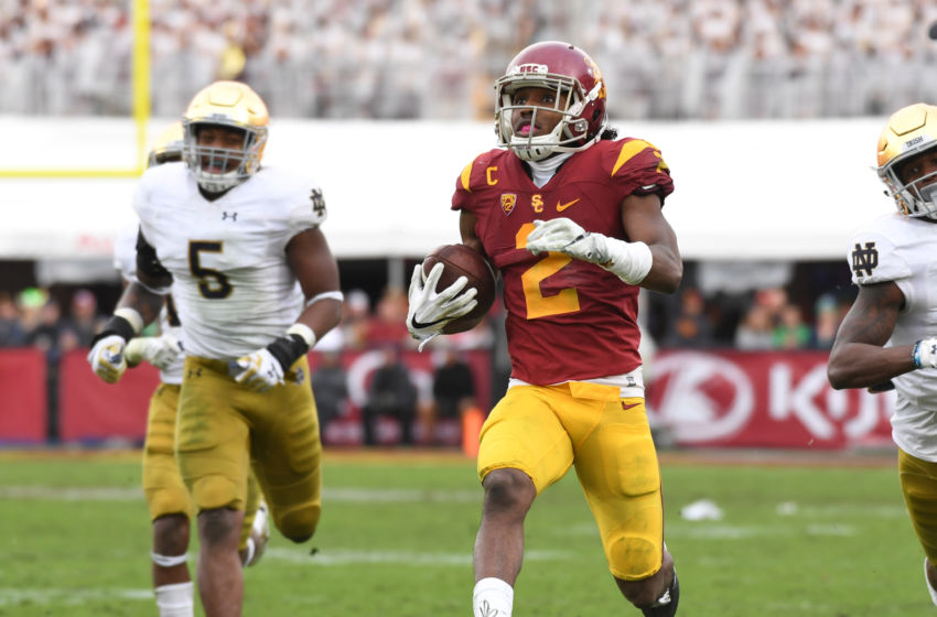 Nov 26, 2016; Los Angeles, CA, USA; Southern California Trojans defensive back Adoree Jackson (2) scores on a 52-yard touchdown reception in the third quarter during a NCAA football game against the Notre Dame Fighting Irish at Los Angeles Memorial Coliseum. Mandatory Credit: Kirby Lee-USA TODAY Sports