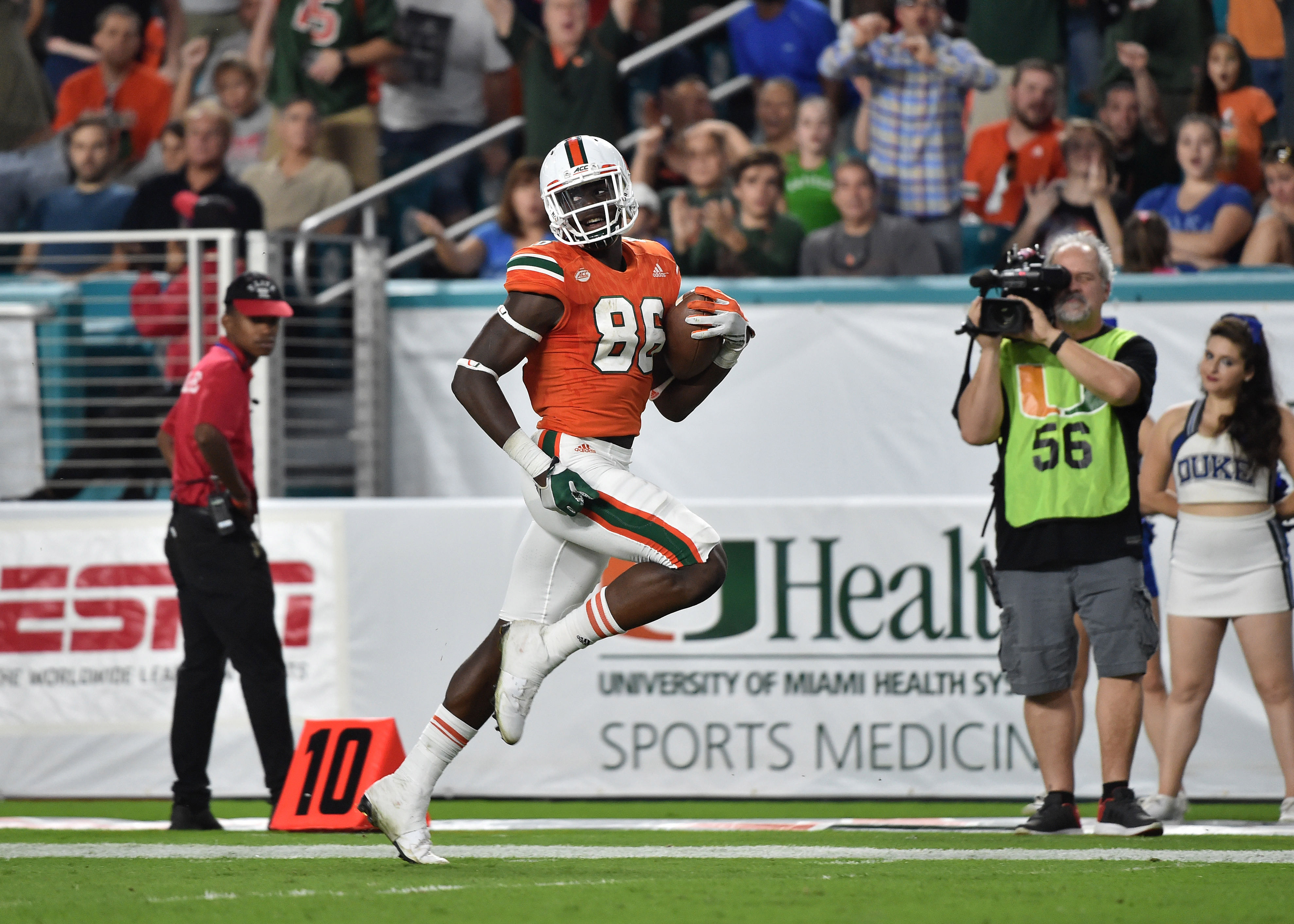 Nov 26, 2016; Miami Gardens, FL, USA; Miami Hurricanes tight end David Njoku (86) runs for a touchdown during the second half against Duke Blue Devils at Hard Rock Stadium. Miami won 40-21. Mandatory Credit: Steve Mitchell-USA TODAY Sports