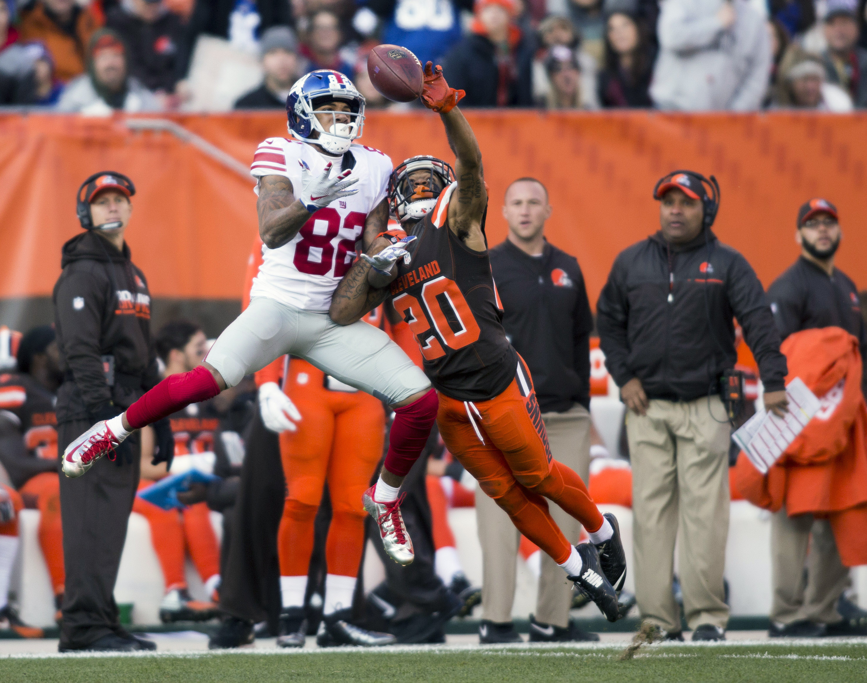 9709614-nfl-new-york-giants-at-cleveland-browns