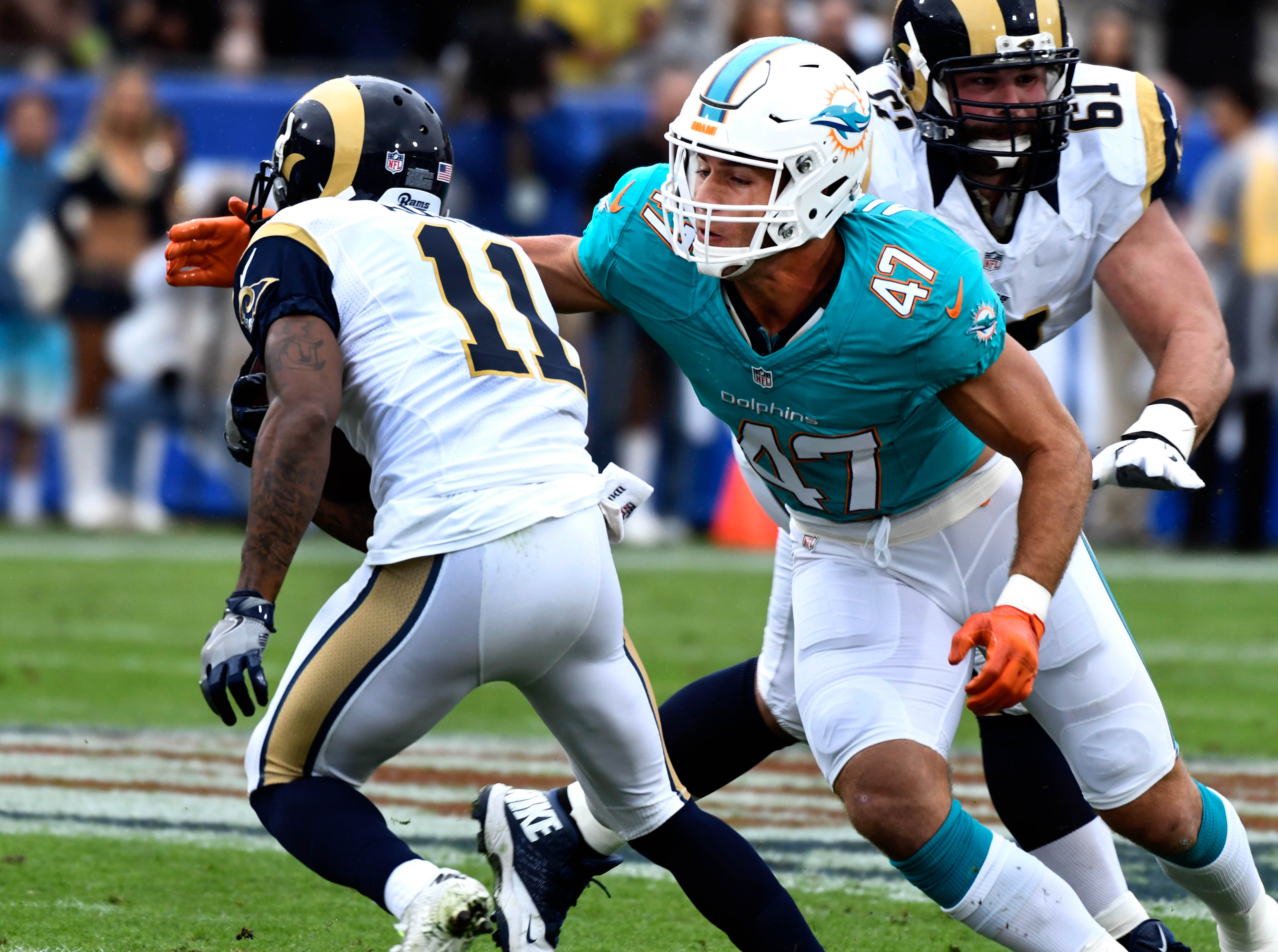 9713940-nfl-miami-dolphins-at-los-angeles-rams
