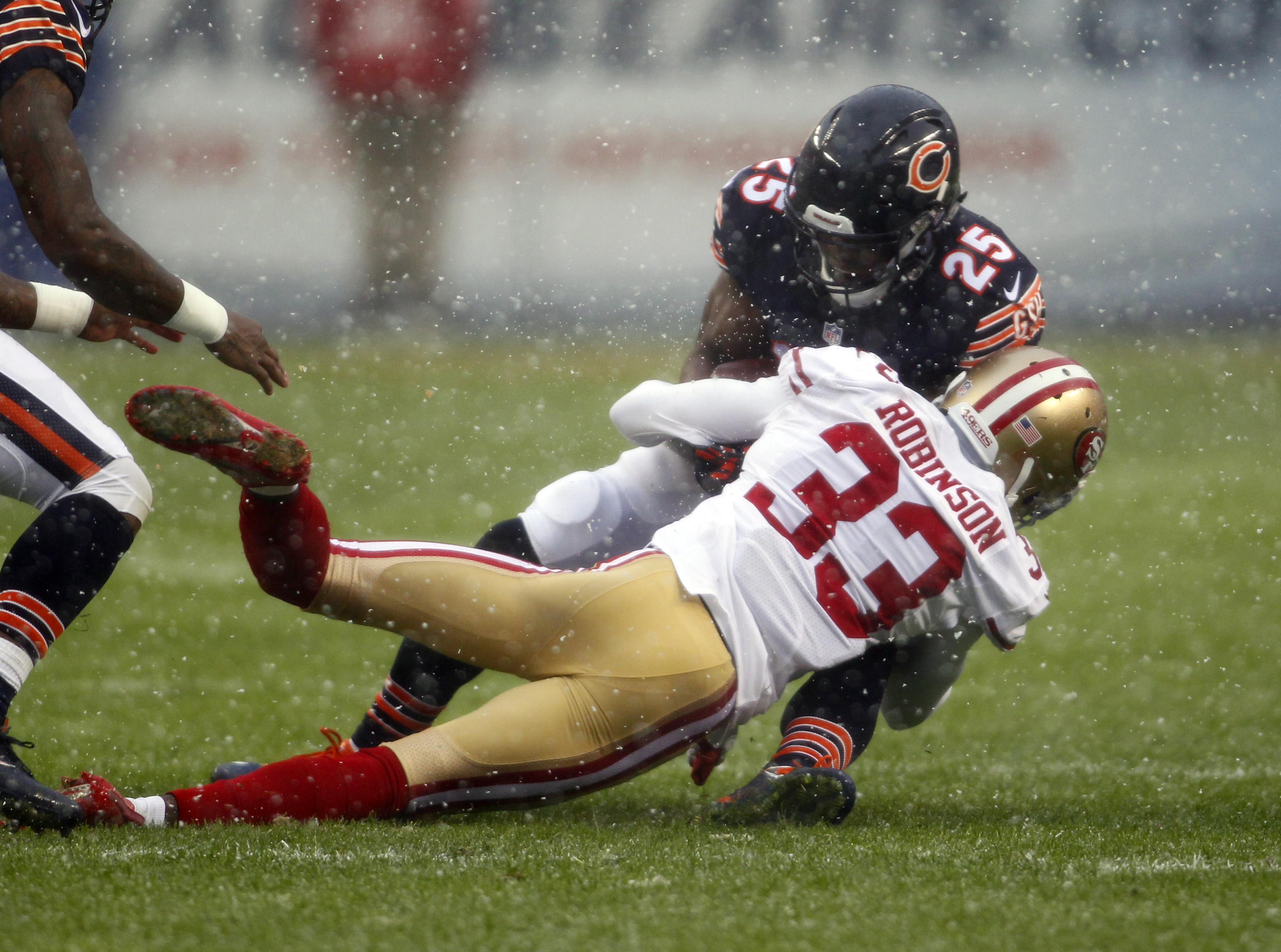 9724306-nfl-san-francisco-49ers-at-chicago-bears