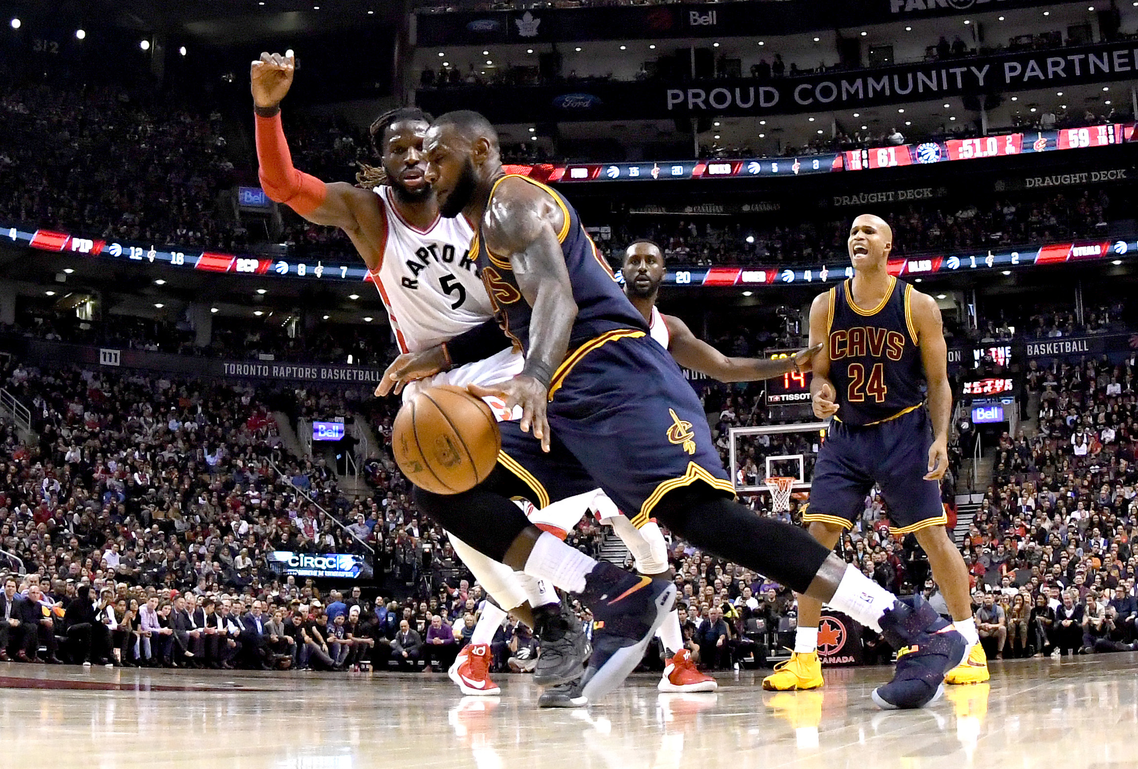 9728183-nba-cleveland-cavaliers-at-toronto-raptors