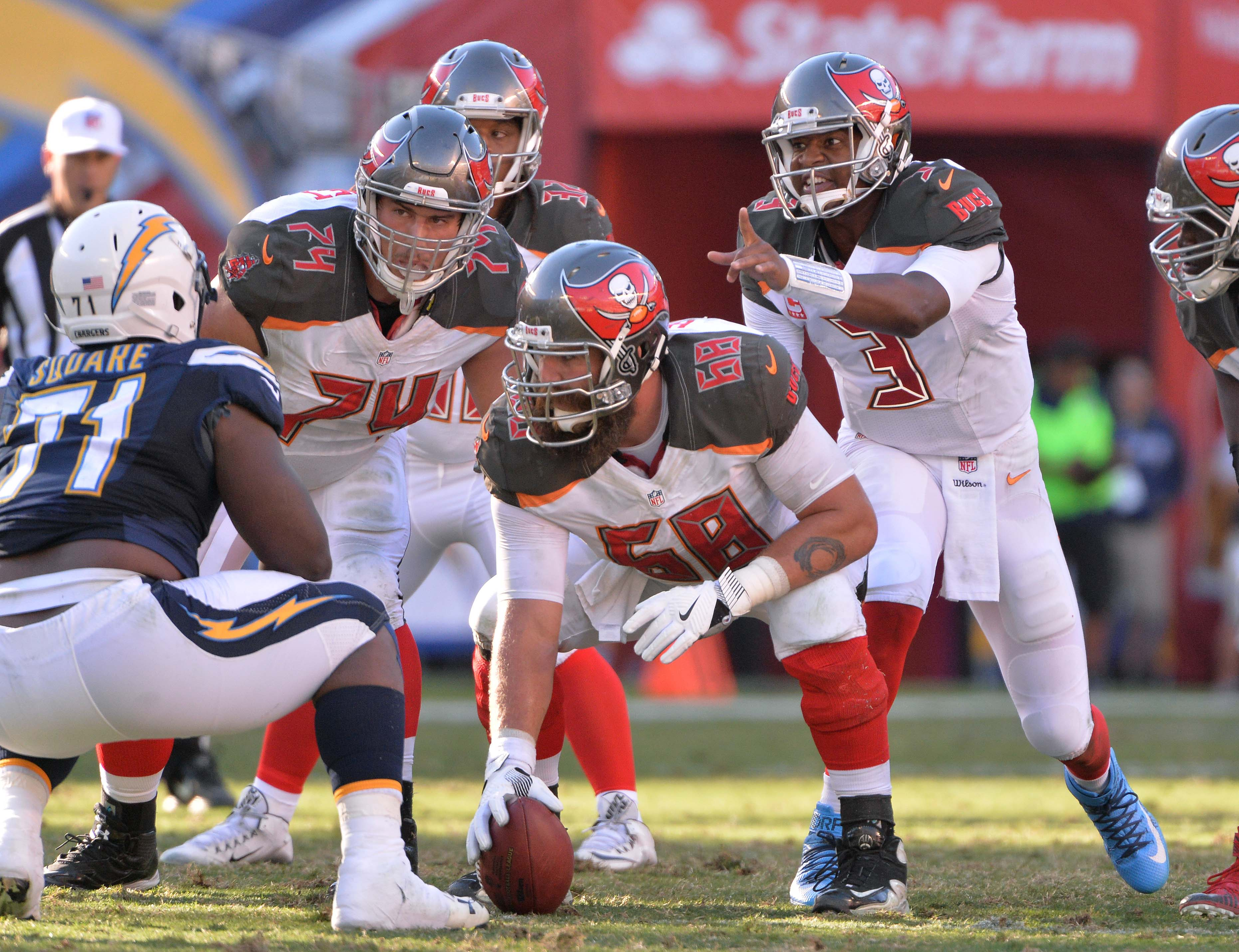 9736340-nfl-tampa-bay-buccaneers-at-san-diego-chargers