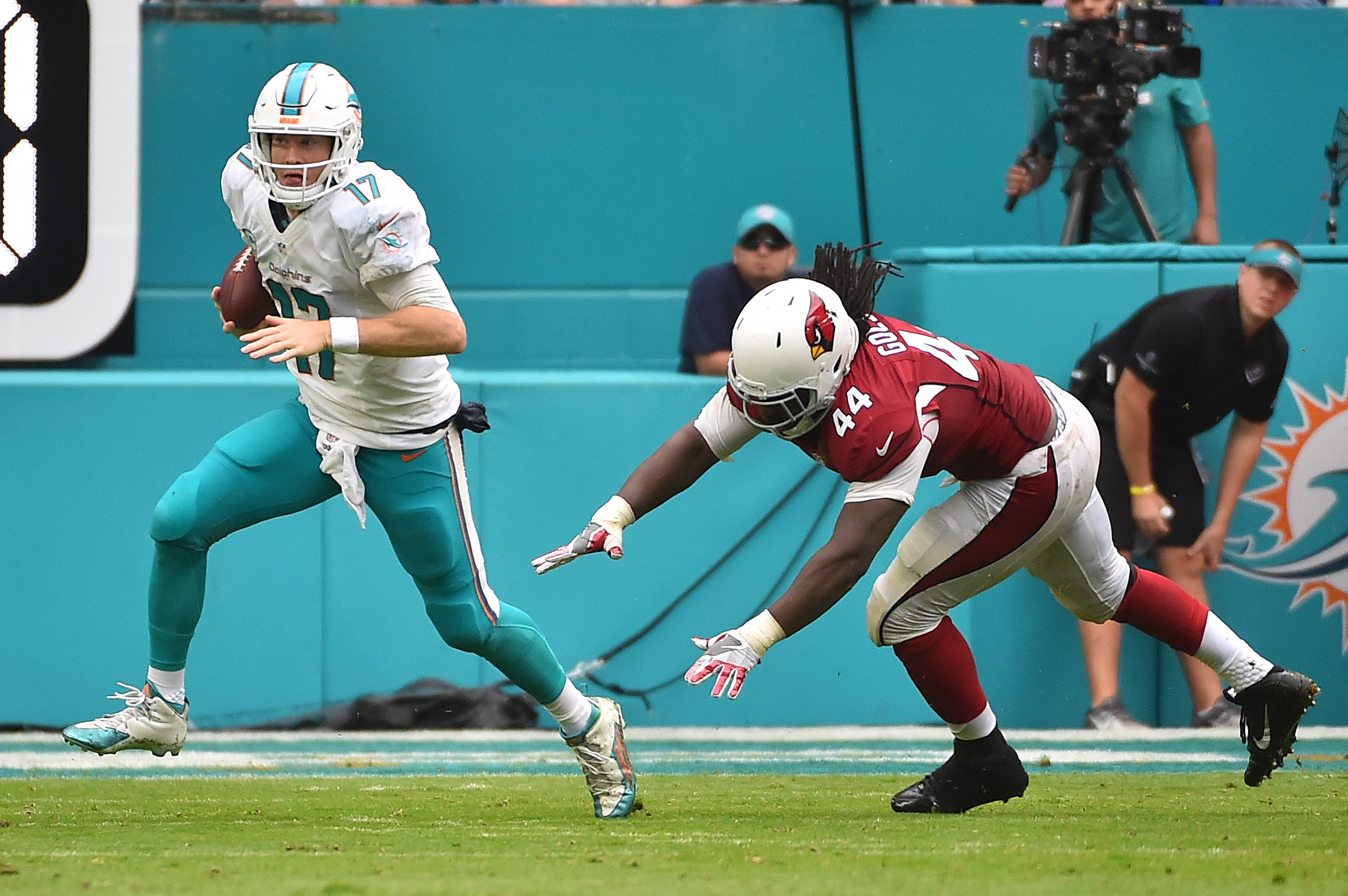 9741736-nfl-arizona-cardinals-at-miami-dolphins
