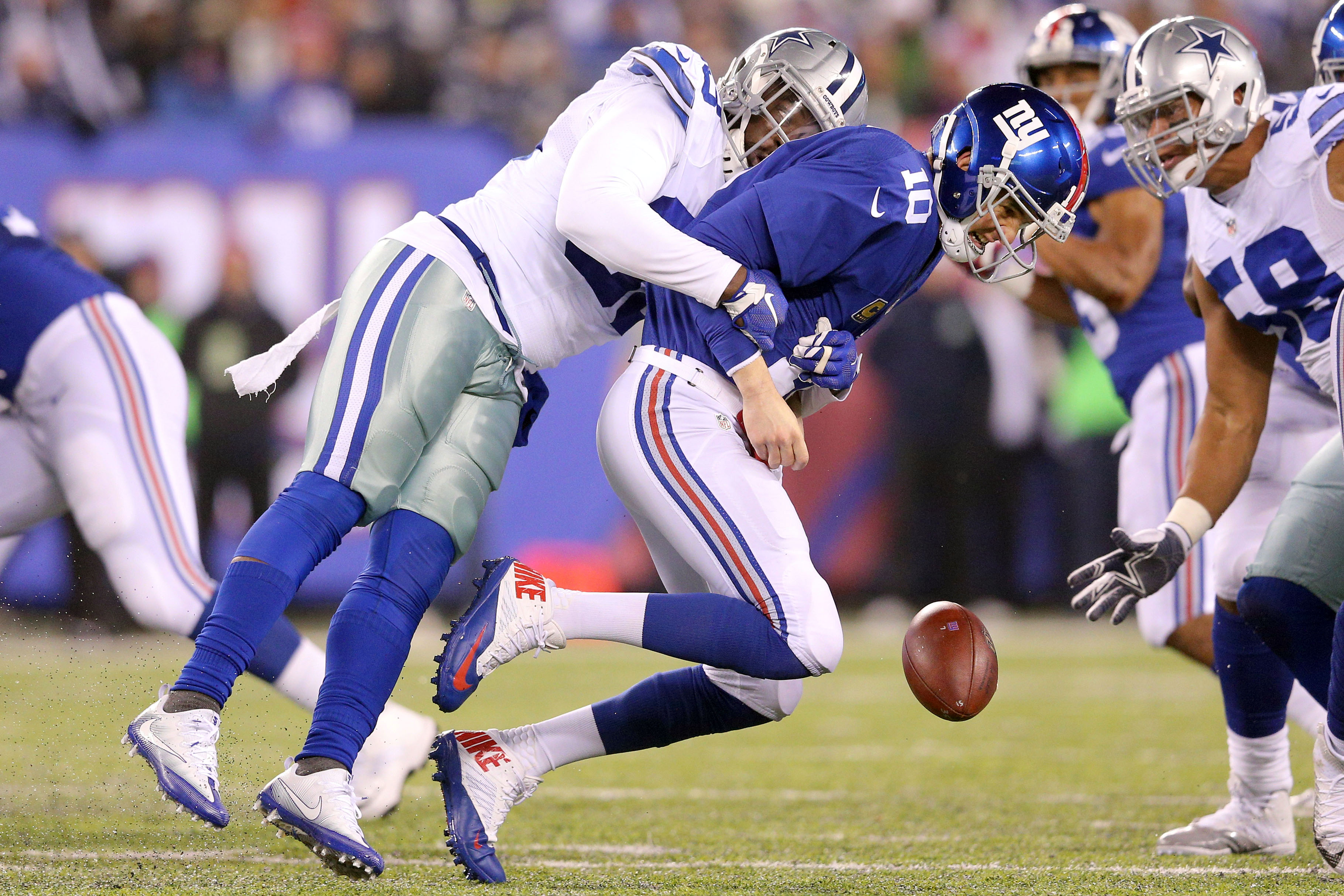 9742914-nfl-dallas-cowboys-at-new-york-giants