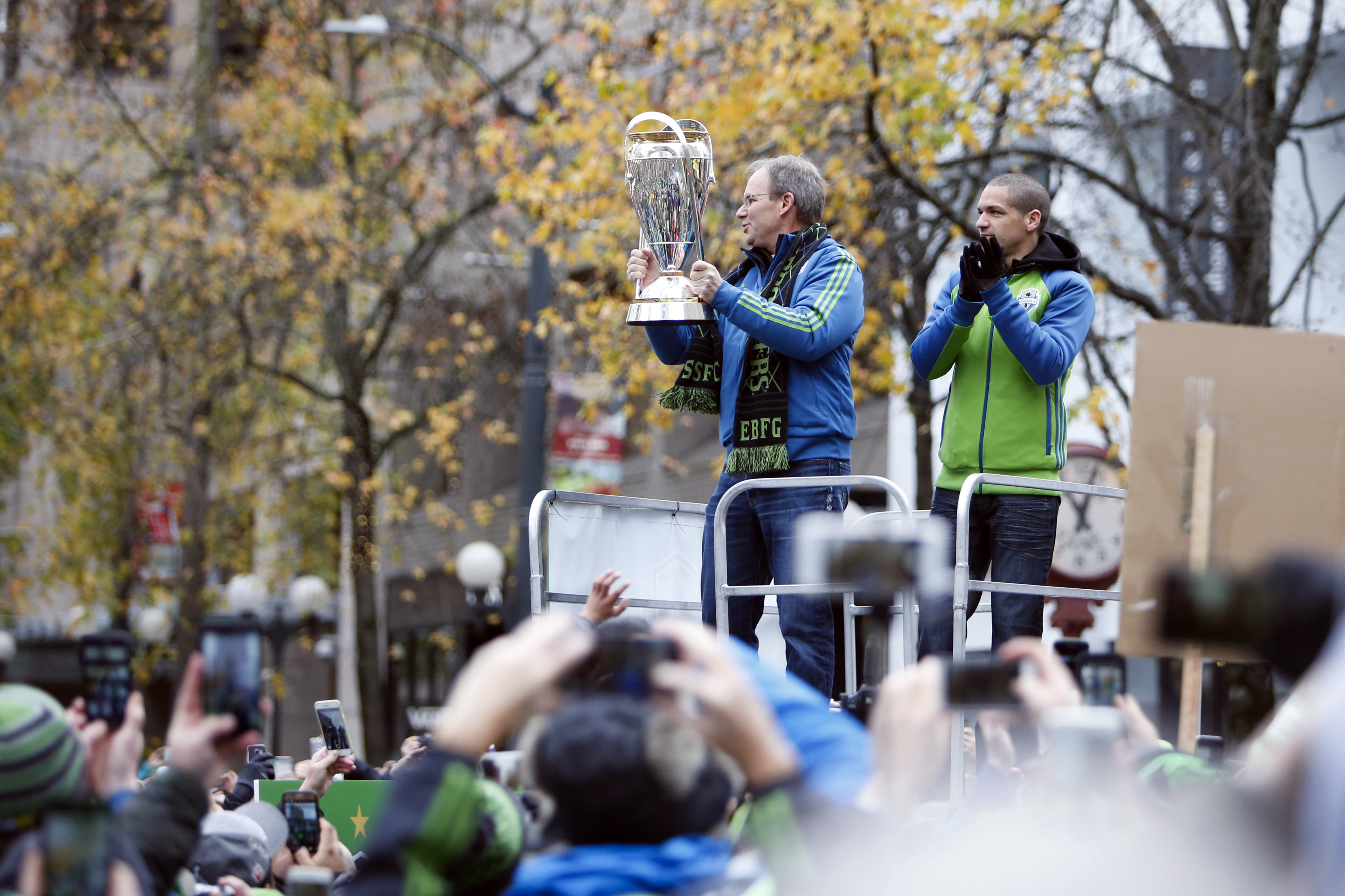 9745344-mls-mls-cup-champions-seattle-sounders-fc-parade