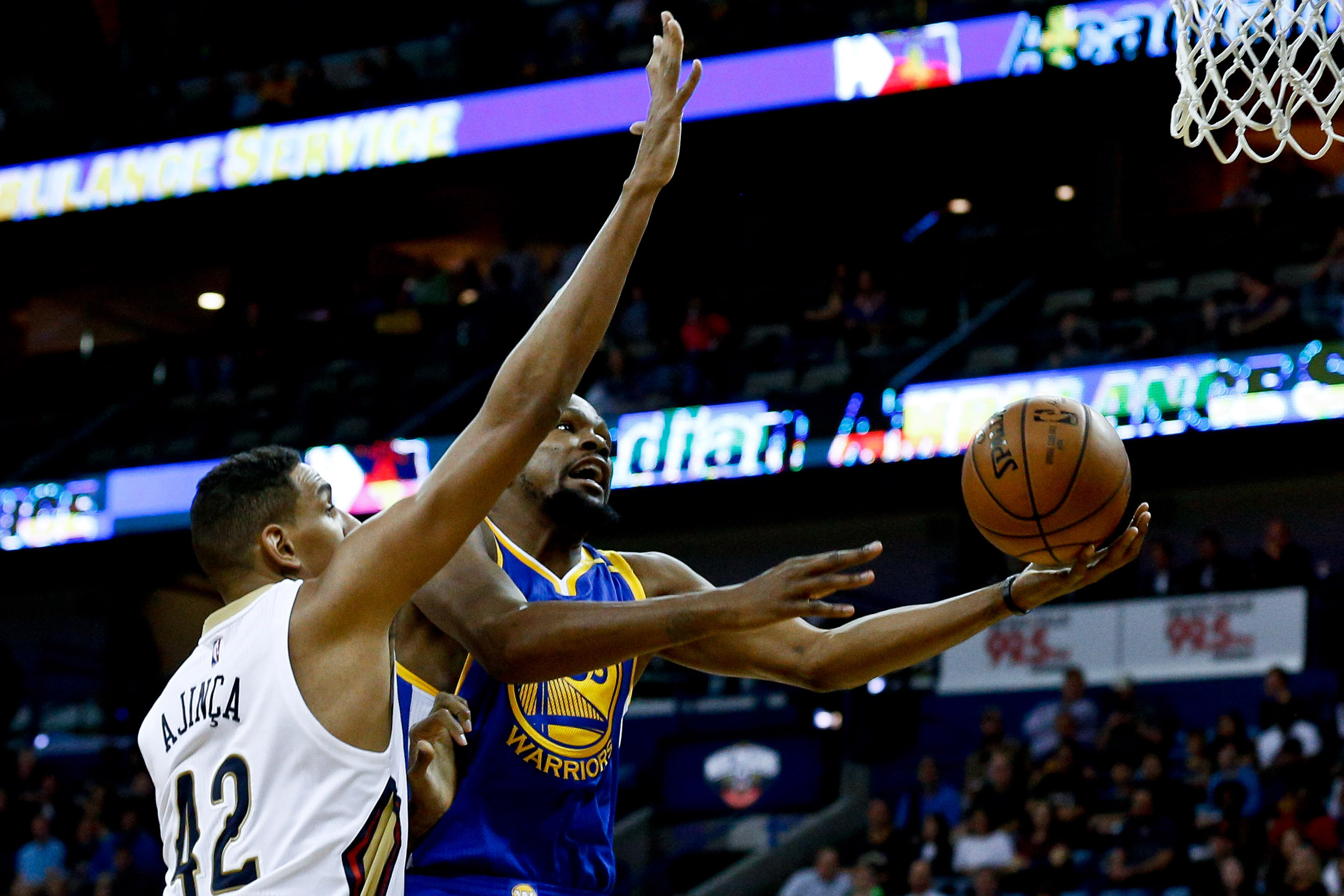 9745610-nba-golden-state-warriors-at-new-orleans-pelicans