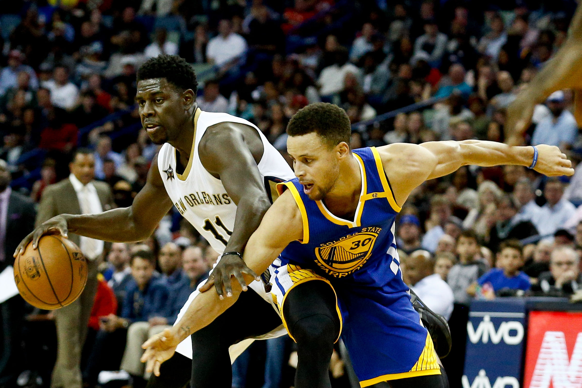 9746115-nba-golden-state-warriors-at-new-orleans-pelicans