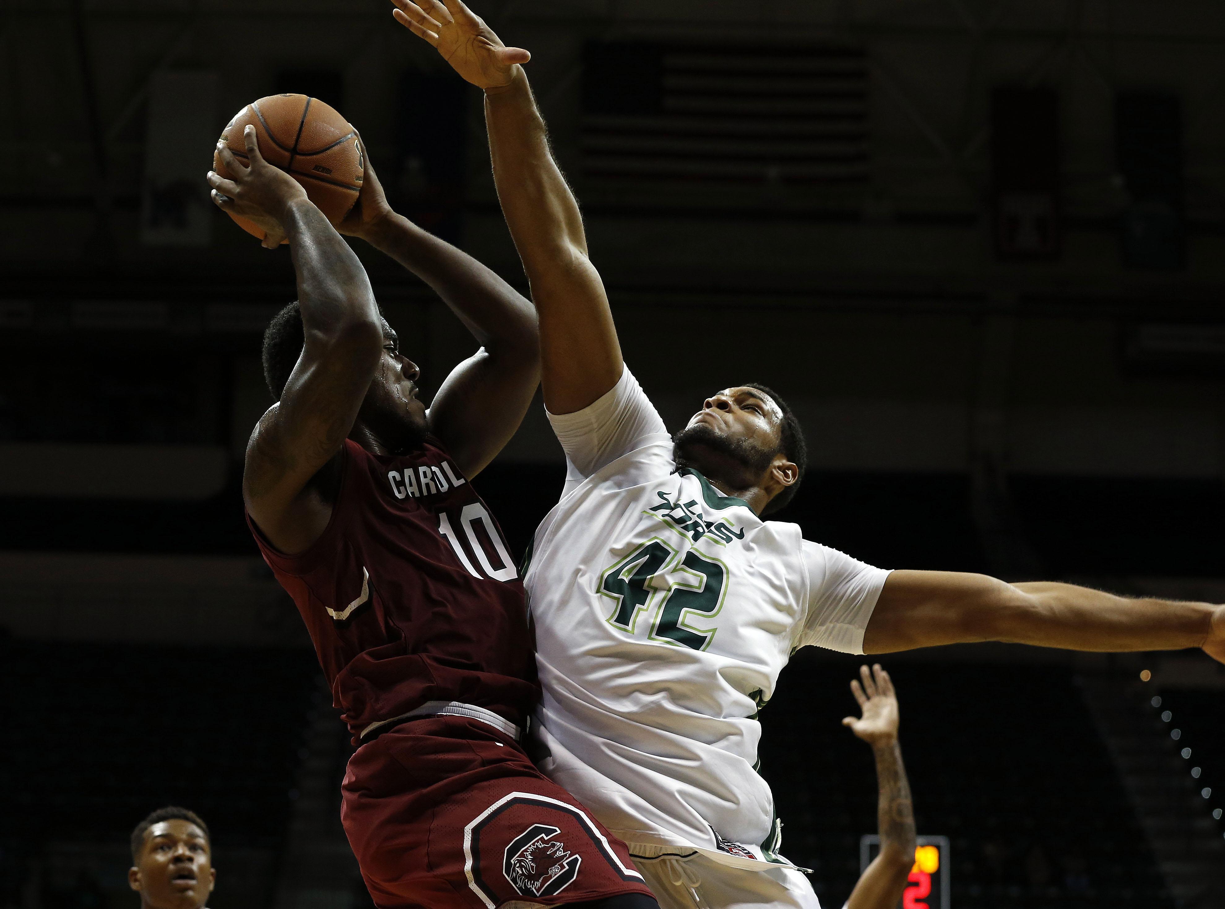 9750980-ncaa-basketball-south-carolina-at-south-florida