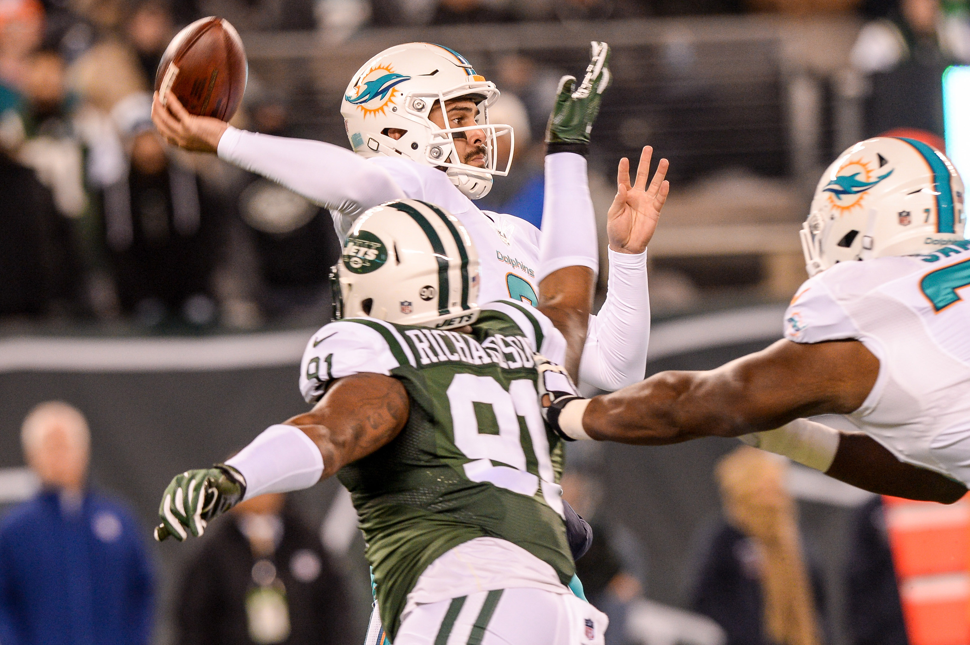 9753074-nfl-miami-dolphins-at-new-york-jets-1