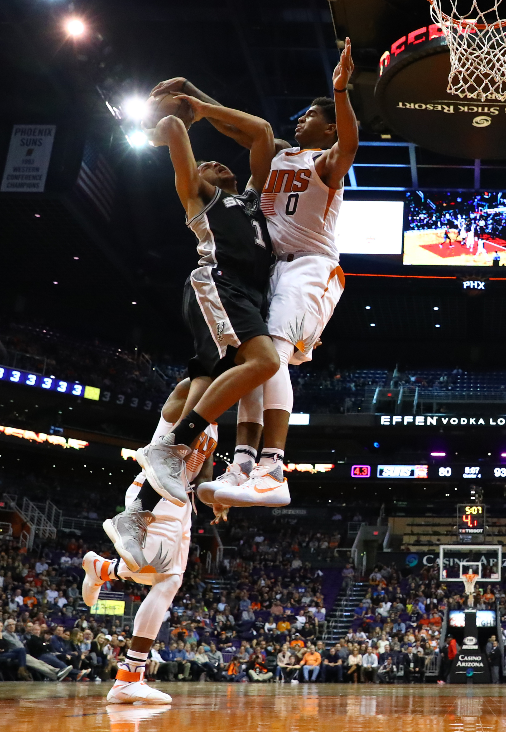9753834-nba-san-antonio-spurs-at-phoenix-suns