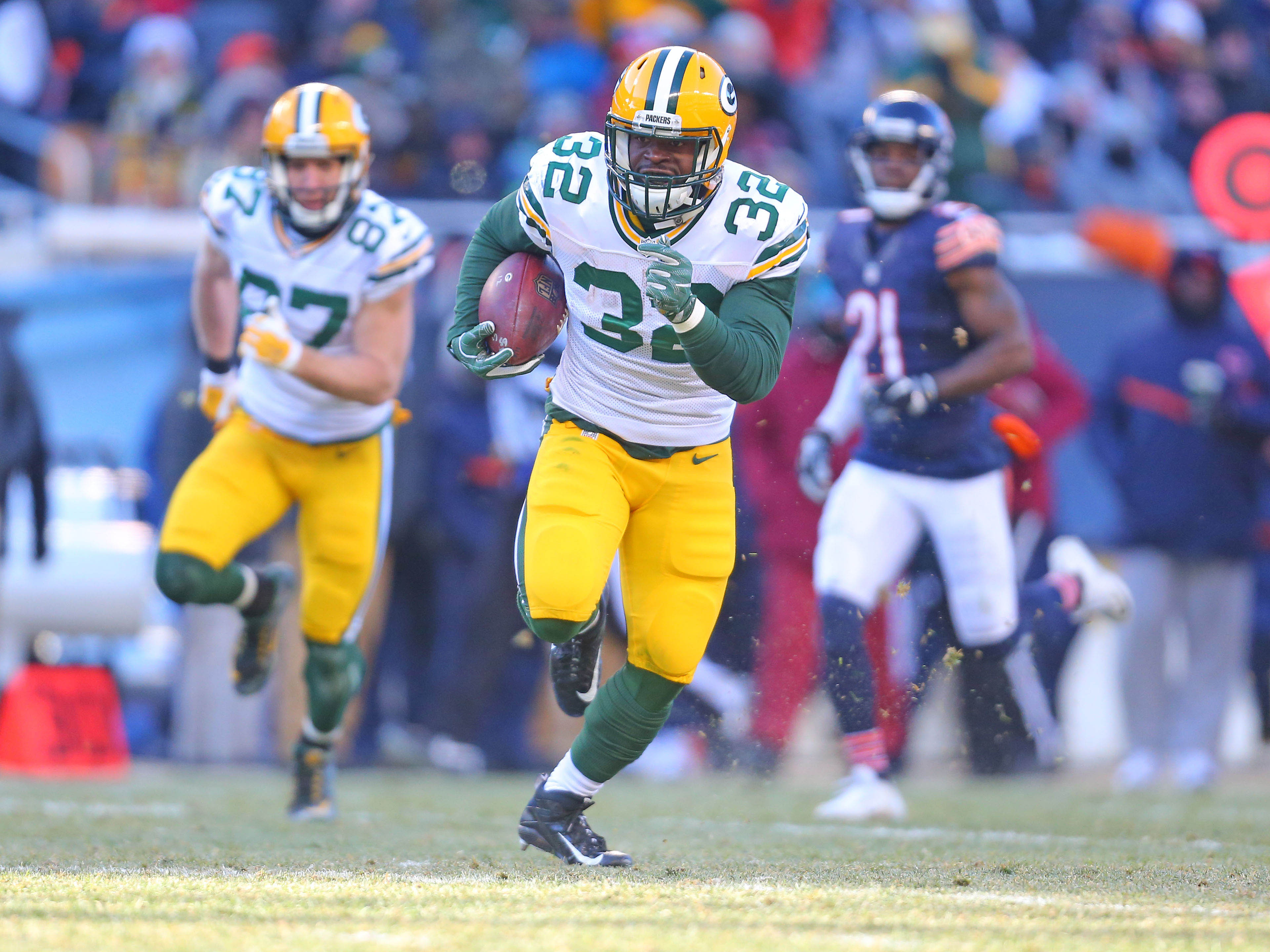 9754797-nfl-green-bay-packers-at-chicago-bears