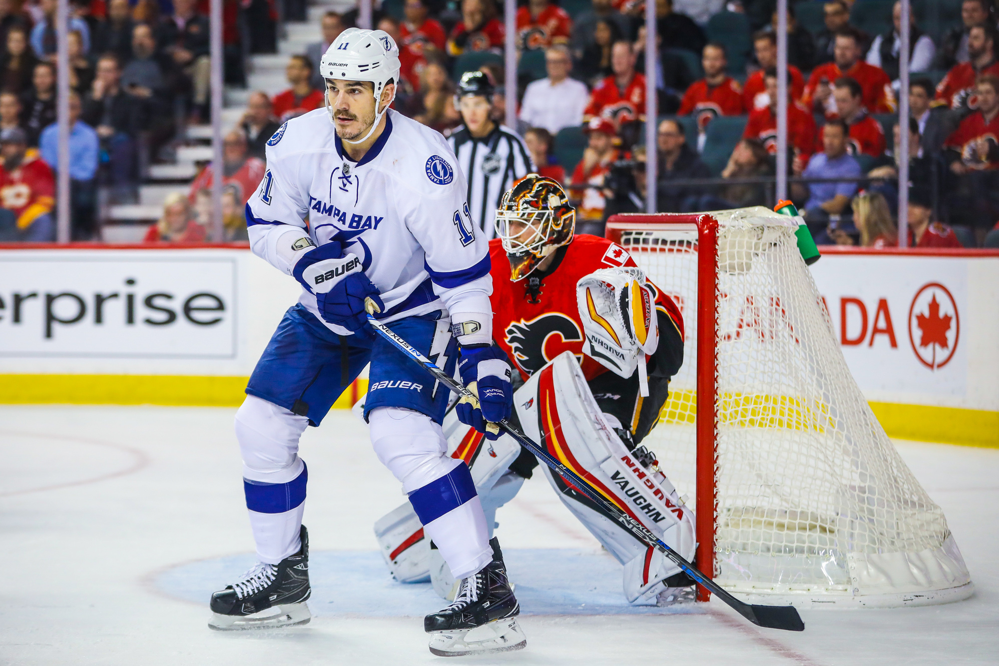 9756627-nhl-tampa-bay-lightning-at-calgary-flames