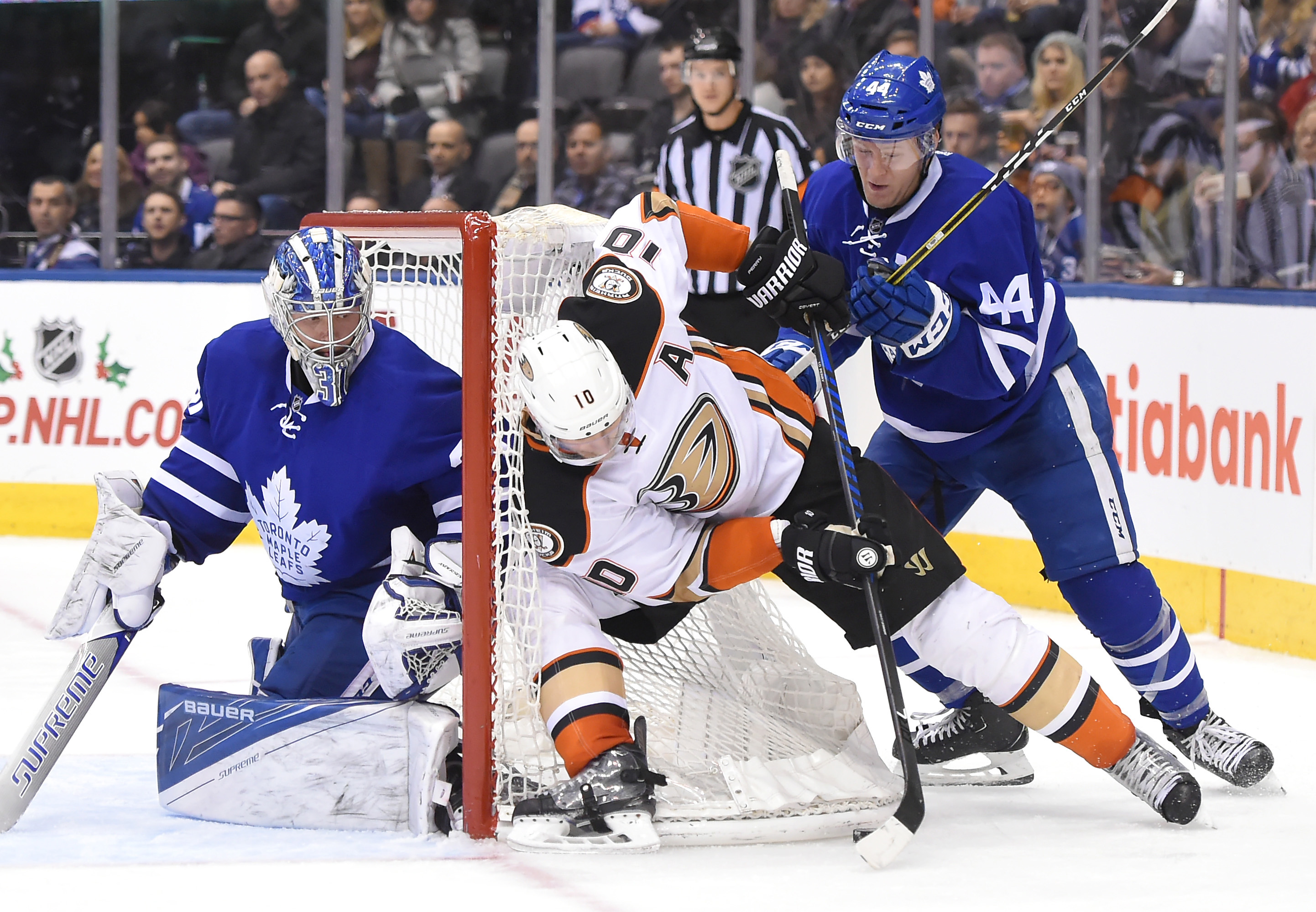 9758236-nhl-anaheim-ducks-at-toronto-maple-leafs