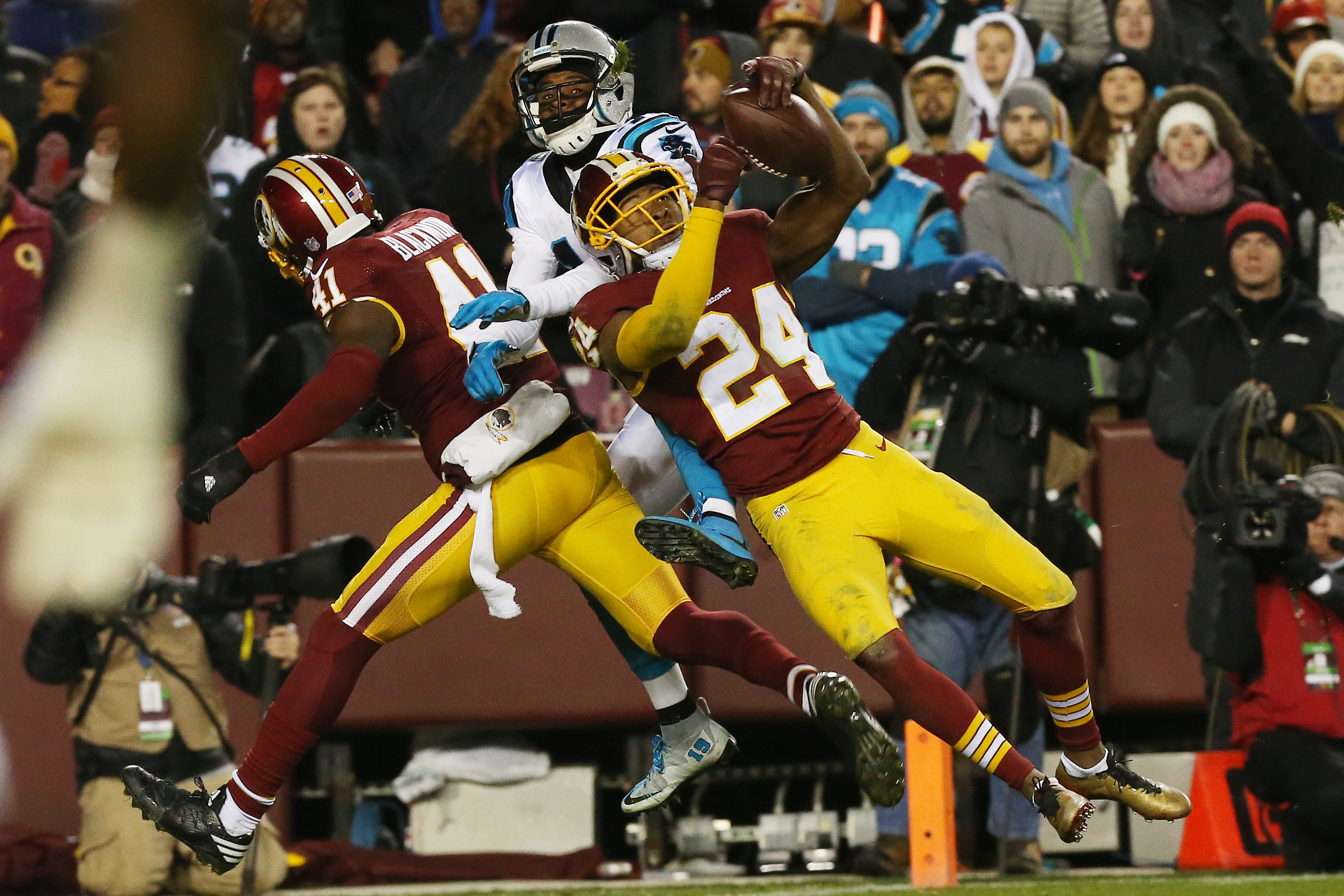 9758409-nfl-carolina-panthers-at-washington-redskins
