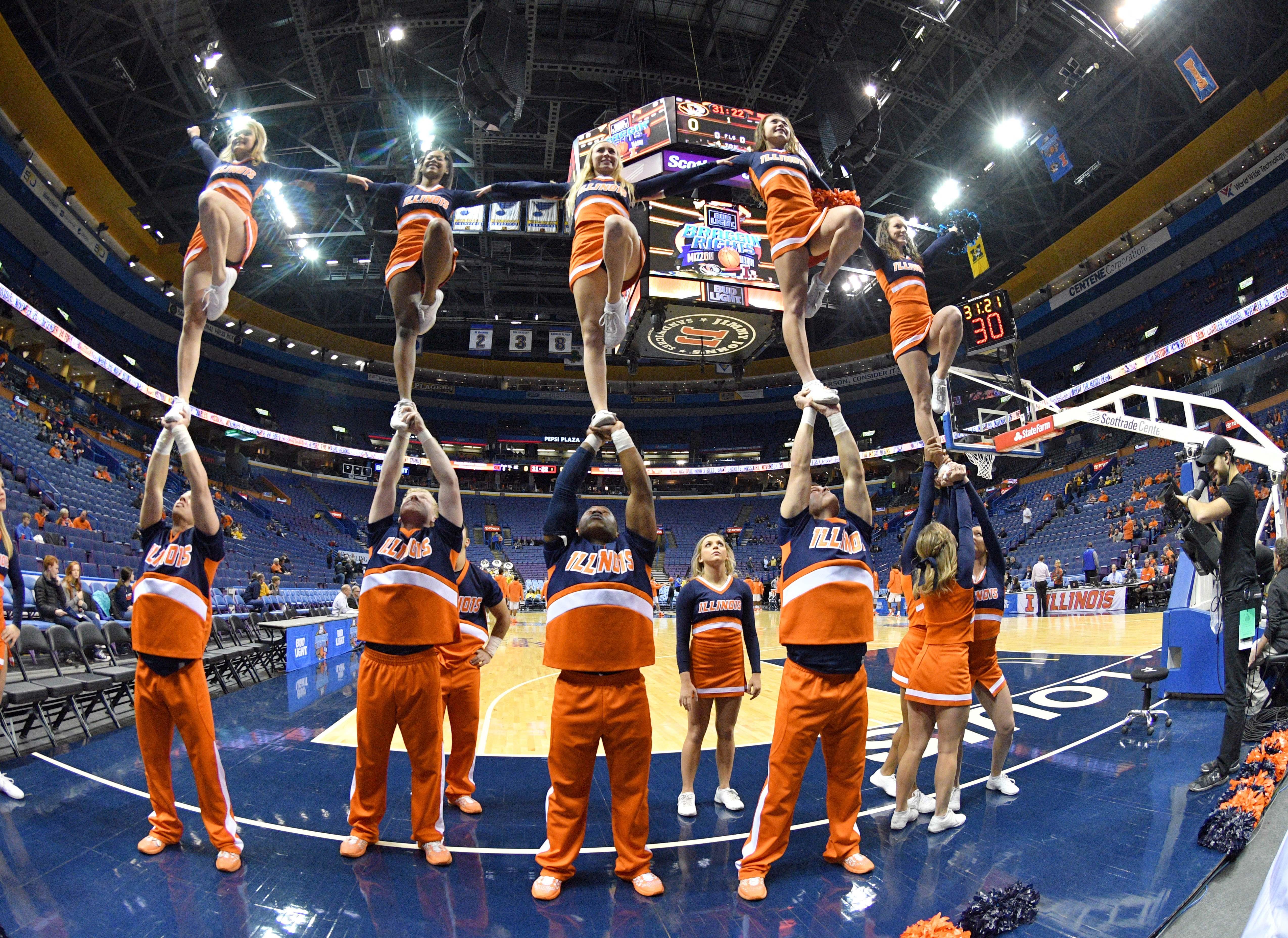 9760591-ncaa-basketball-missouri-vs-illinois