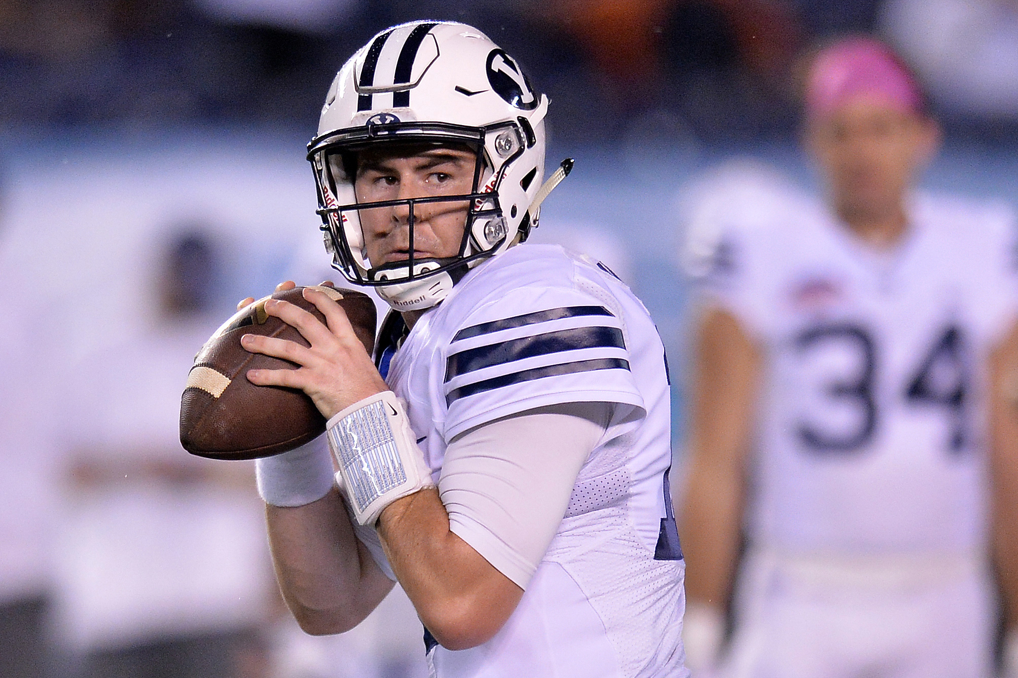 9760905-ncaa-football-poinsettia-bowl-brigham-young-vs-wyoming