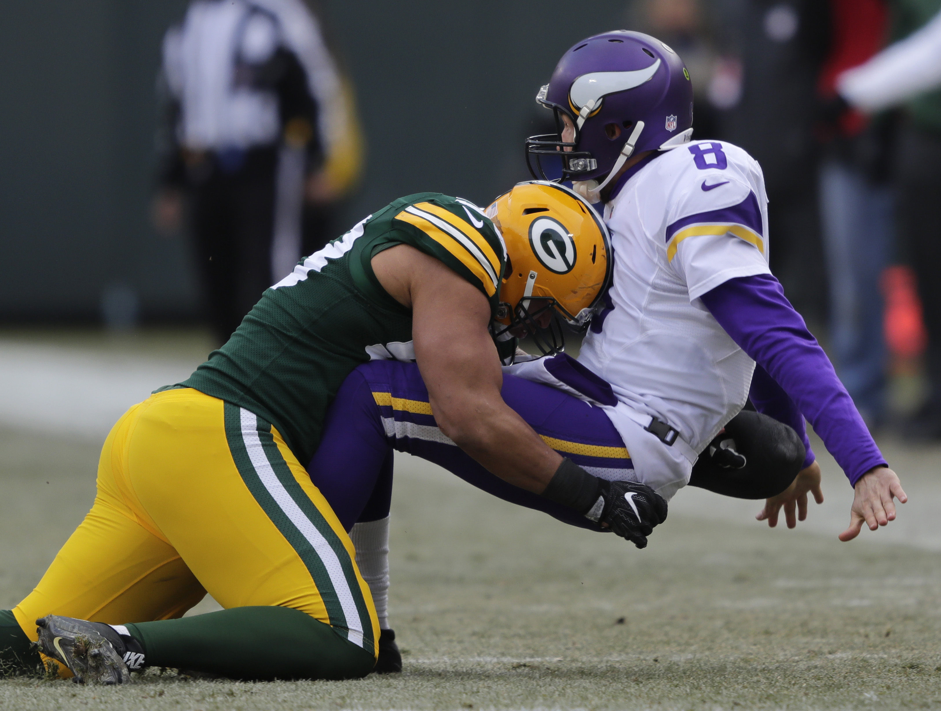 9767229-nfl-minnesota-vikings-at-green-bay-packers-1