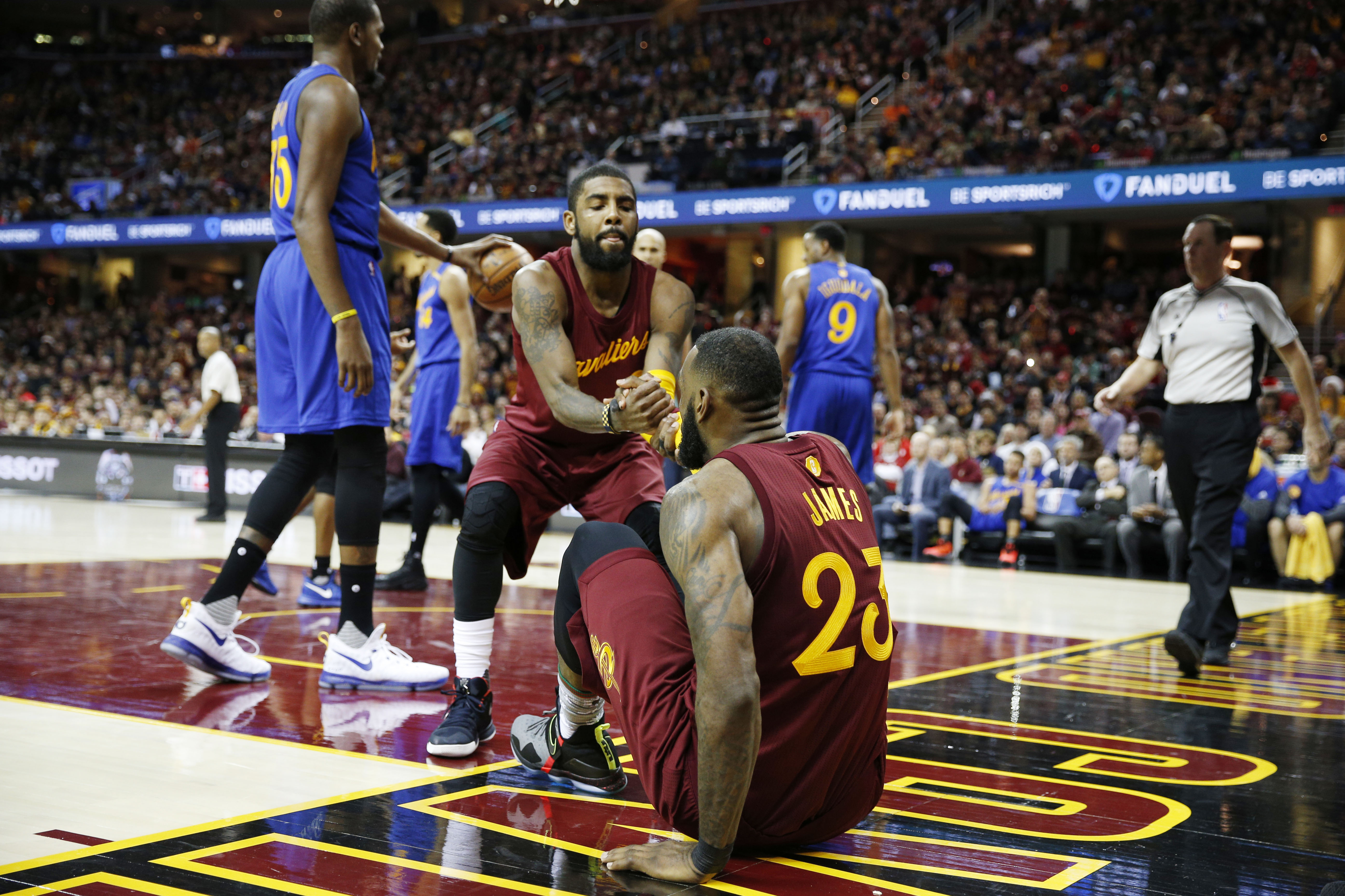 9768648-nba-golden-state-warriors-at-cleveland-cavaliers