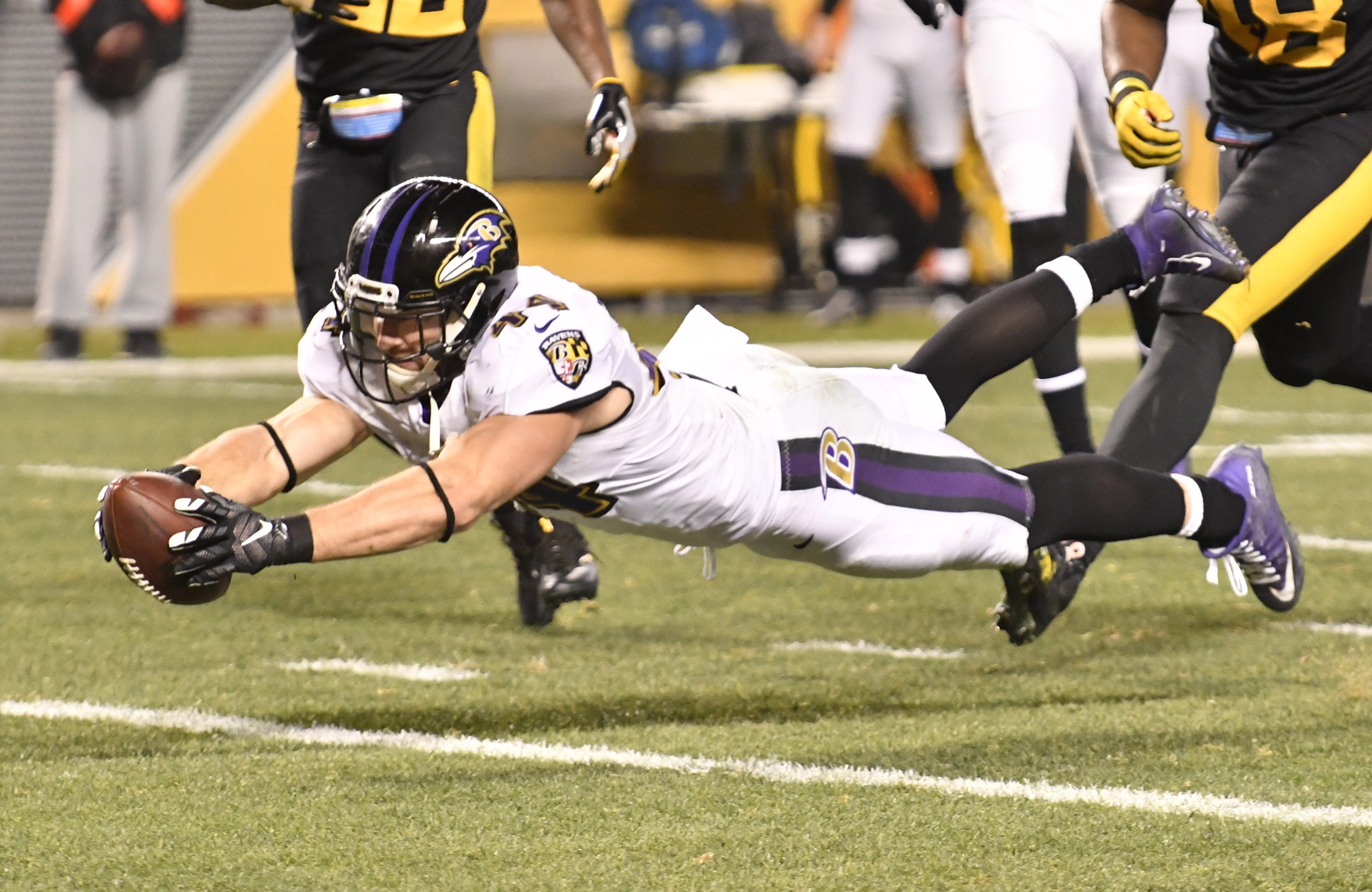 9768714-nfl-baltimore-ravens-at-pittsburgh-steelers
