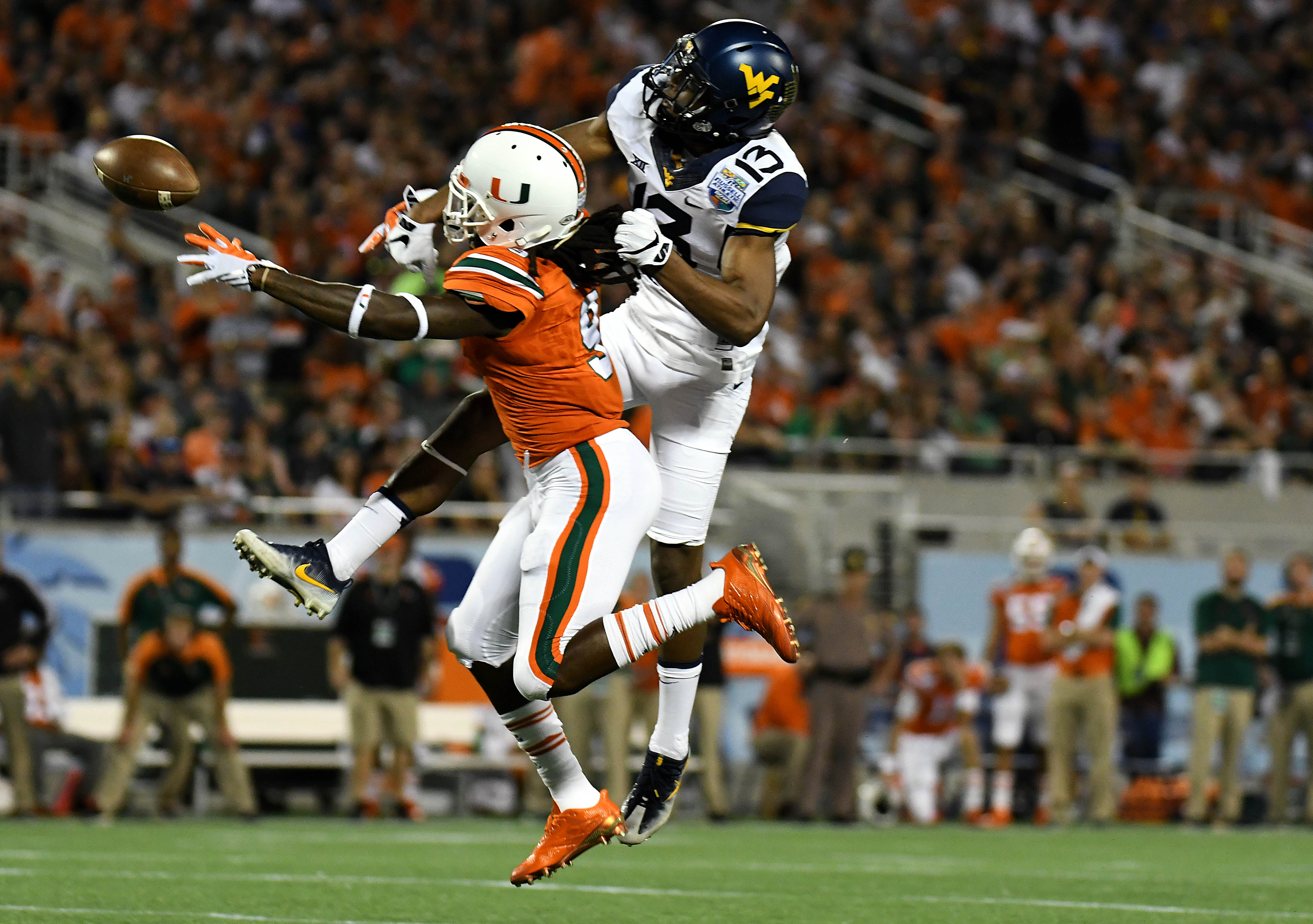 9772943-ncaa-football-russell-athletic-bowl-west-virginia-vs-miami