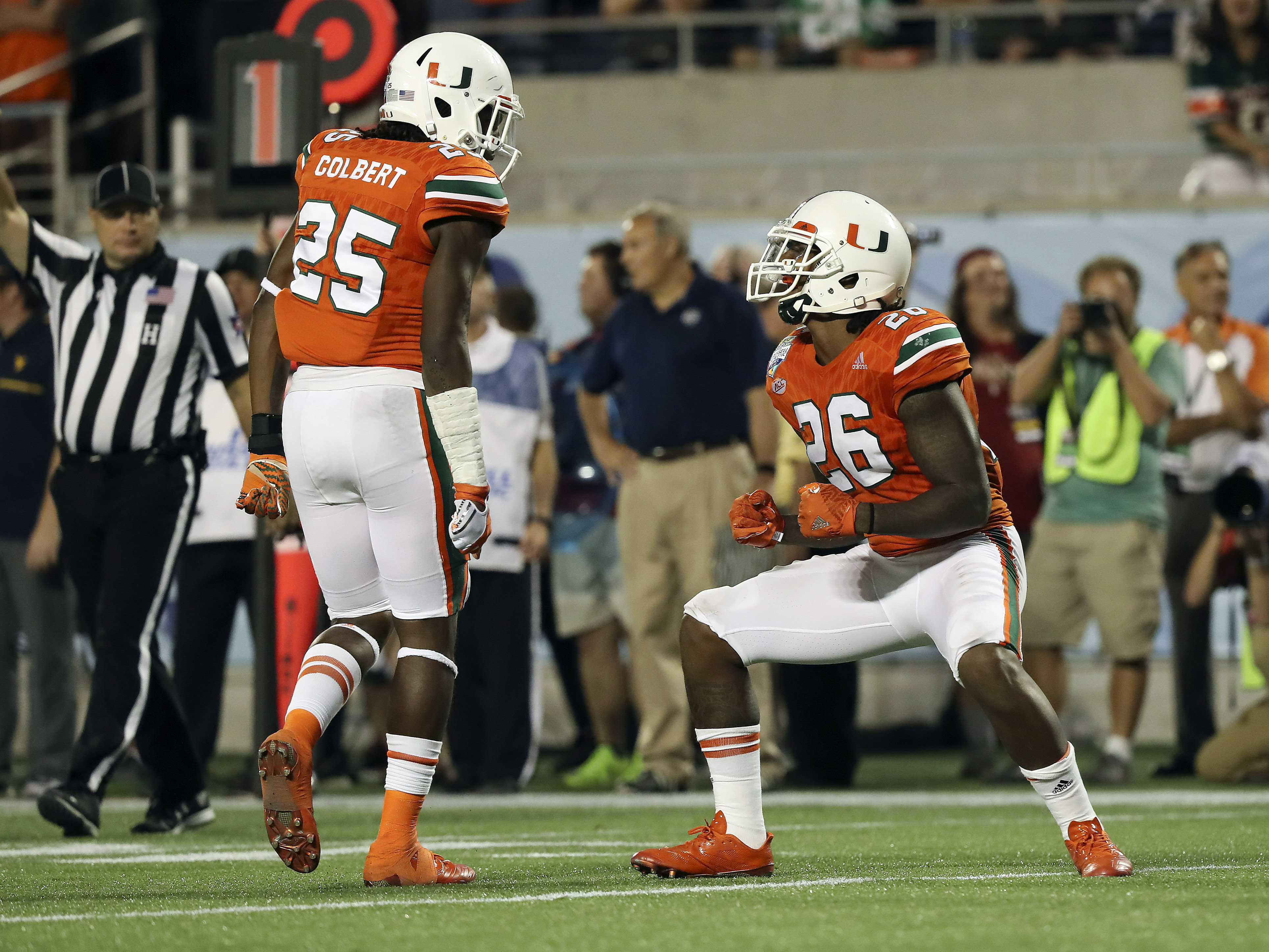 9773022-ncaa-football-russell-athletic-bowl-west-virginia-vs-miami-1