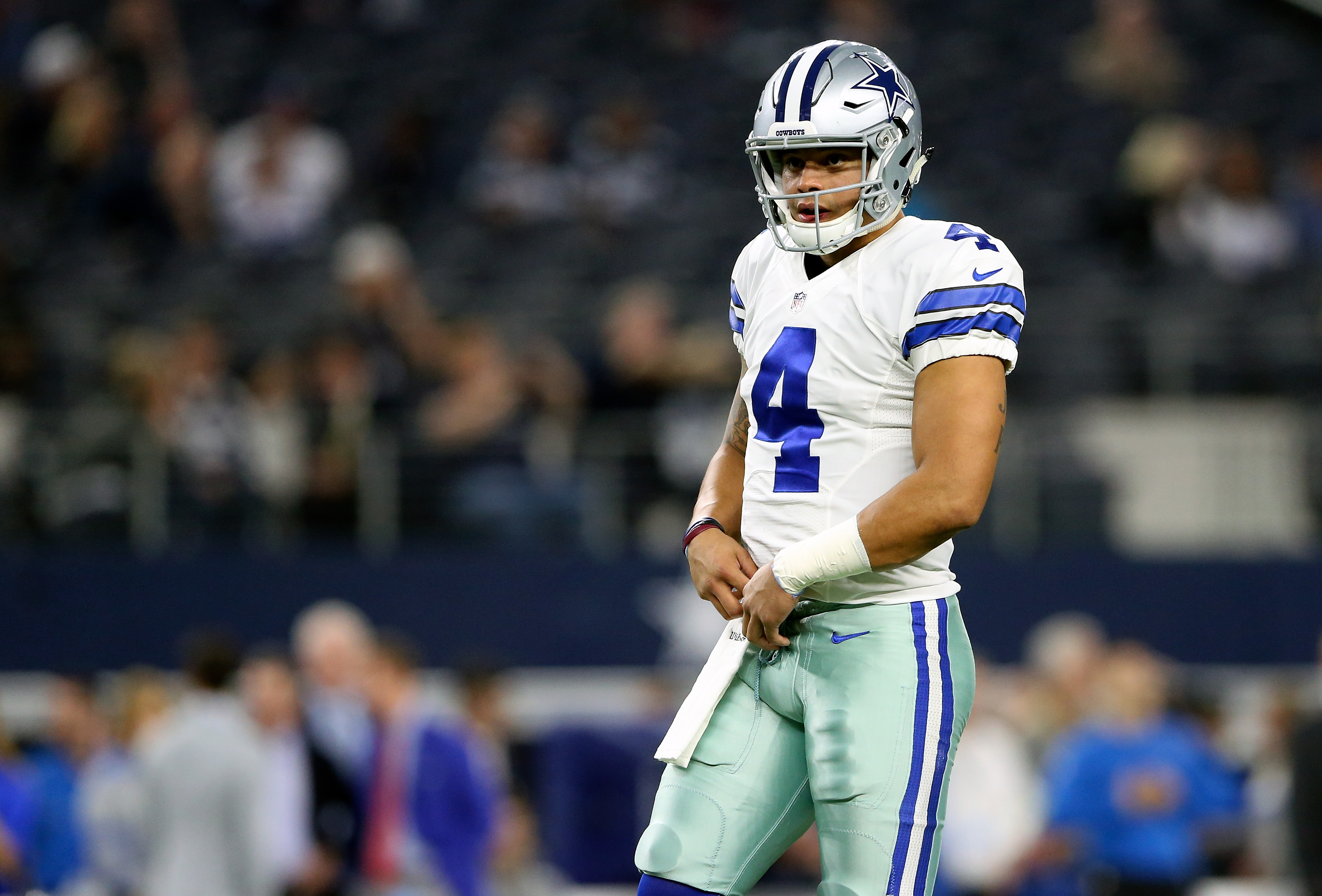 9773726-nfl-detroit-lions-at-dallas-cowboys