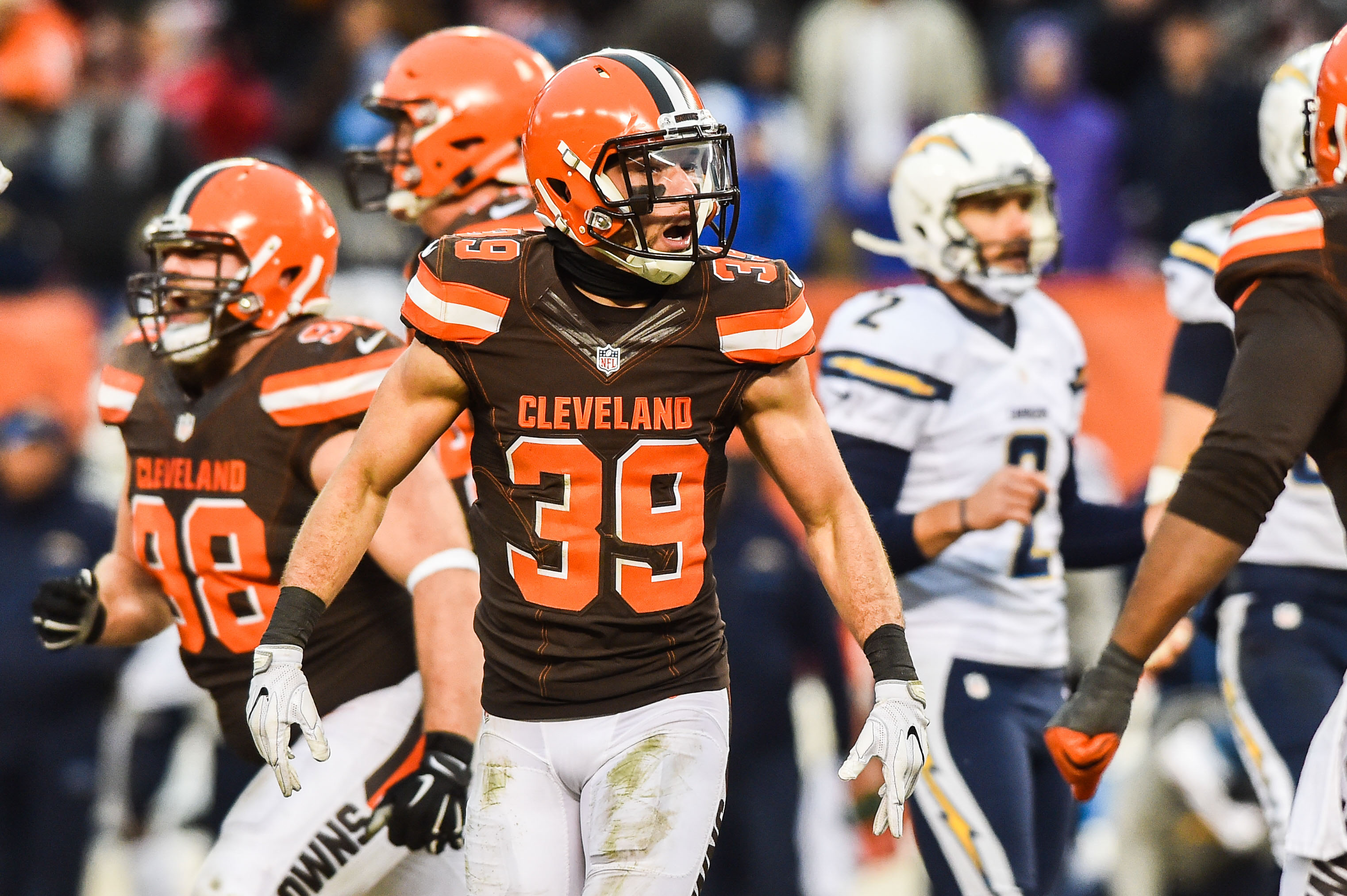 9776334-nfl-san-diego-chargers-at-cleveland-browns