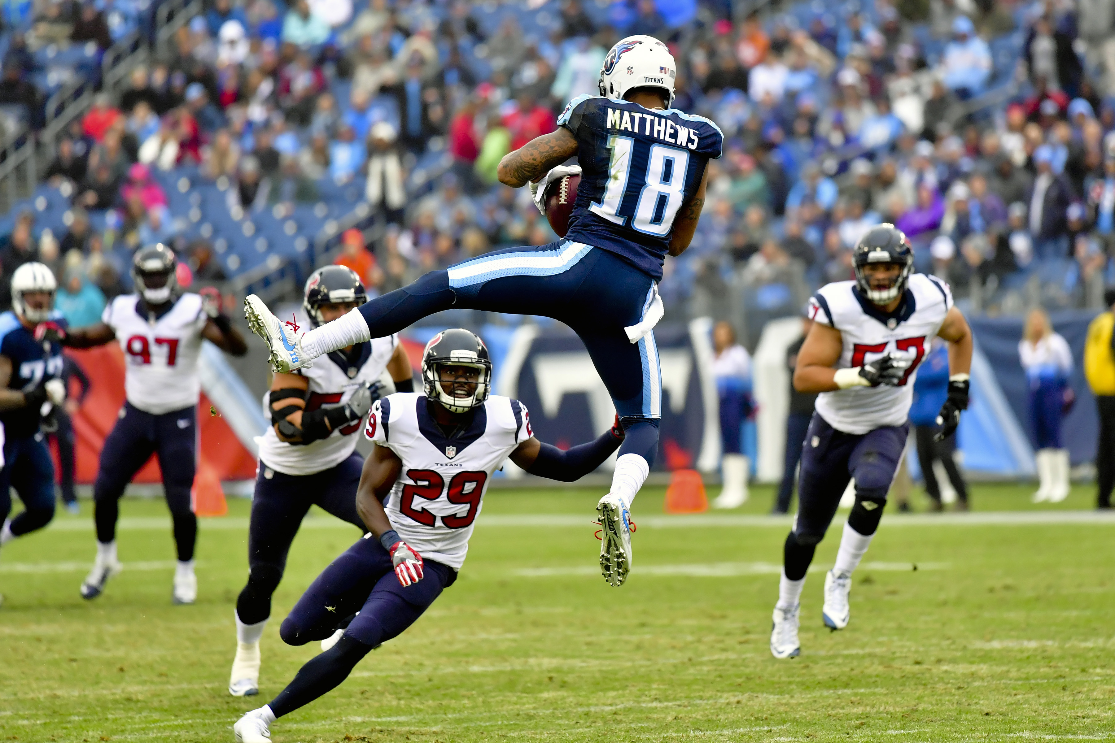 9781565-nfl-houston-texans-at-tennessee-titans