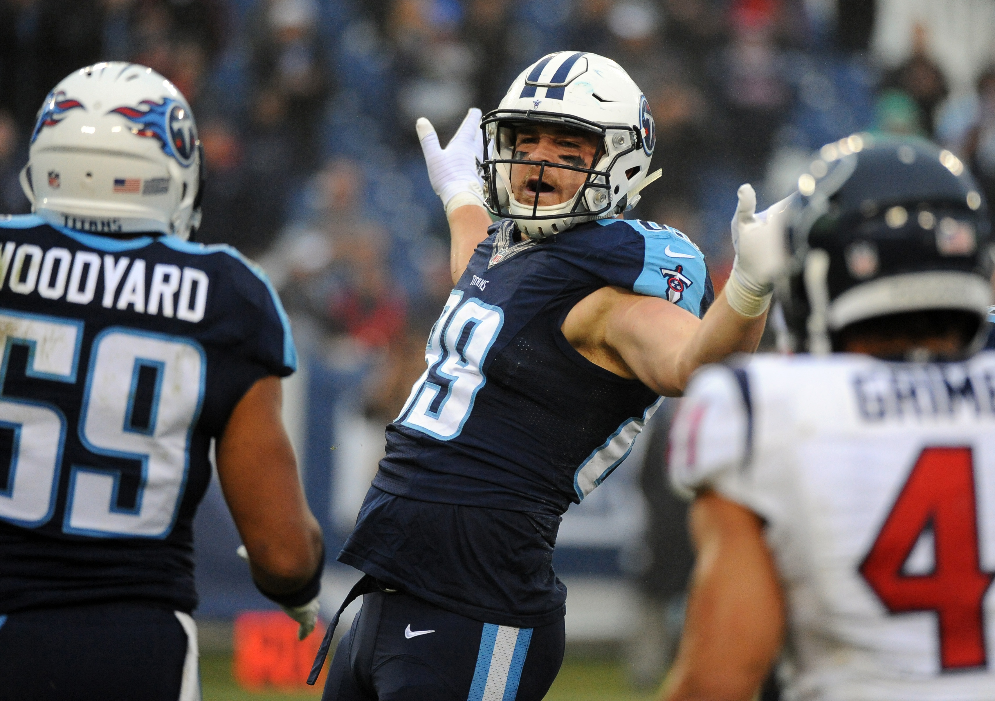 9781892-nfl-houston-texans-at-tennessee-titans
