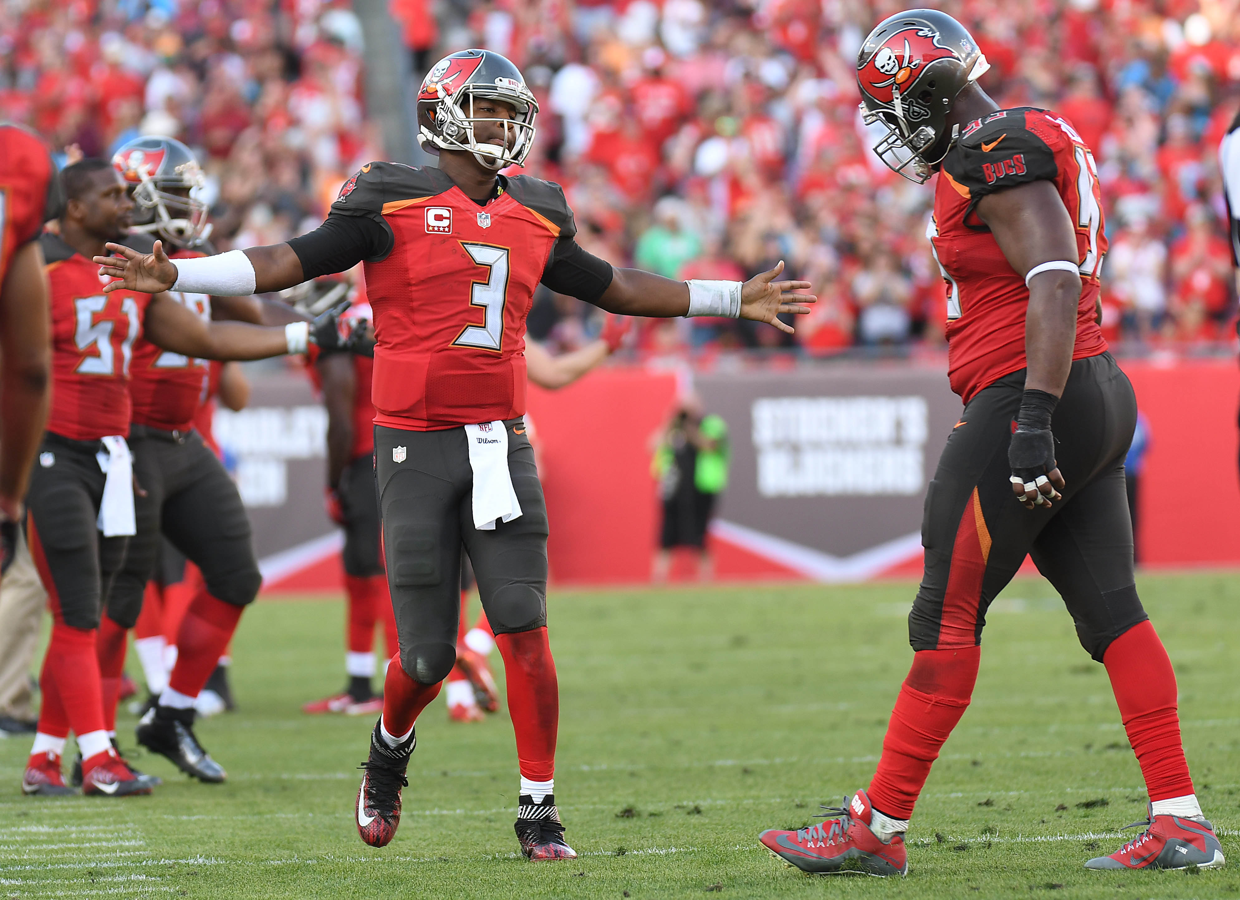 9782137-nfl-carolina-panthers-at-tampa-bay-buccaneers