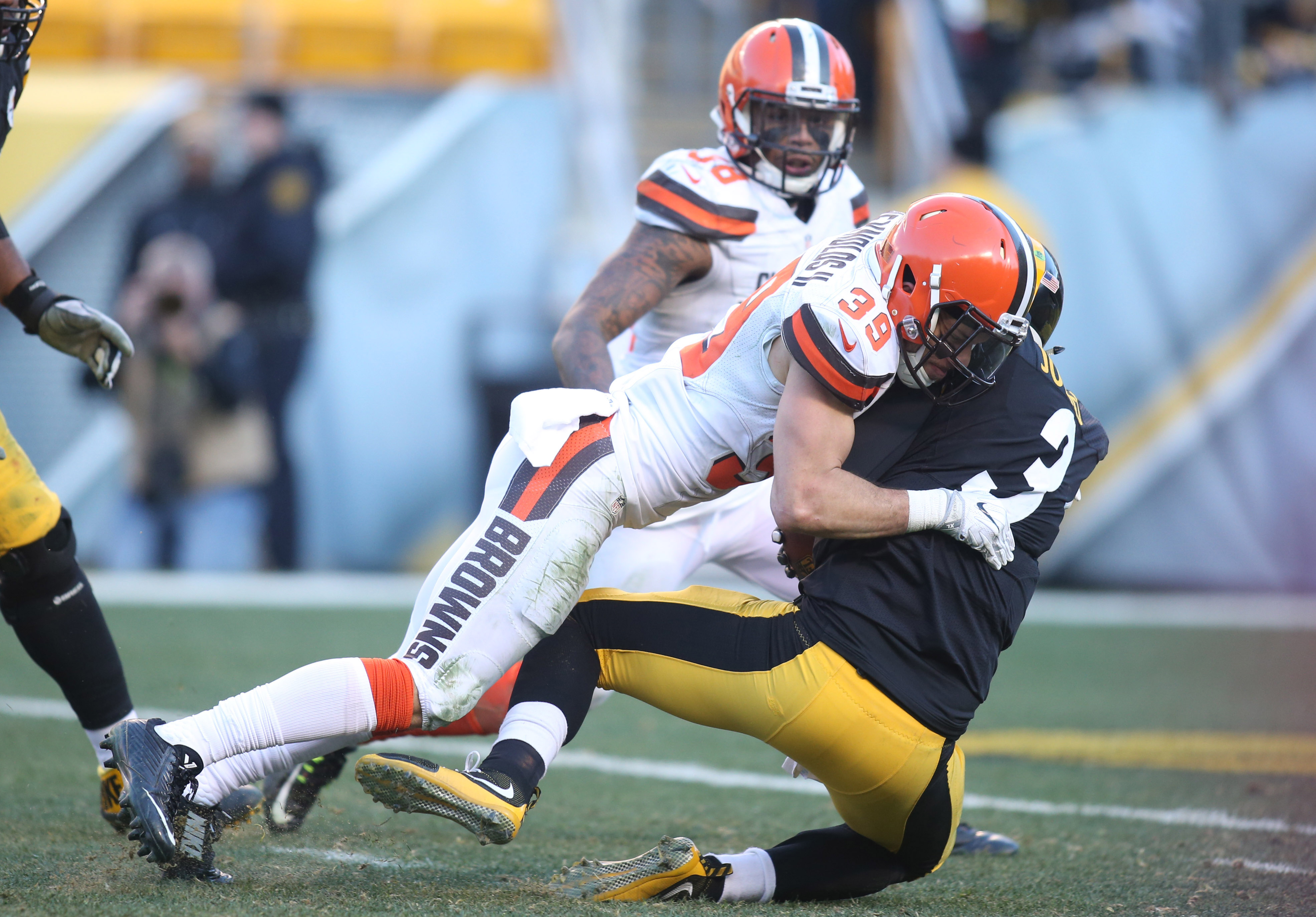 9782358-nfl-cleveland-browns-at-pittsburgh-steelers