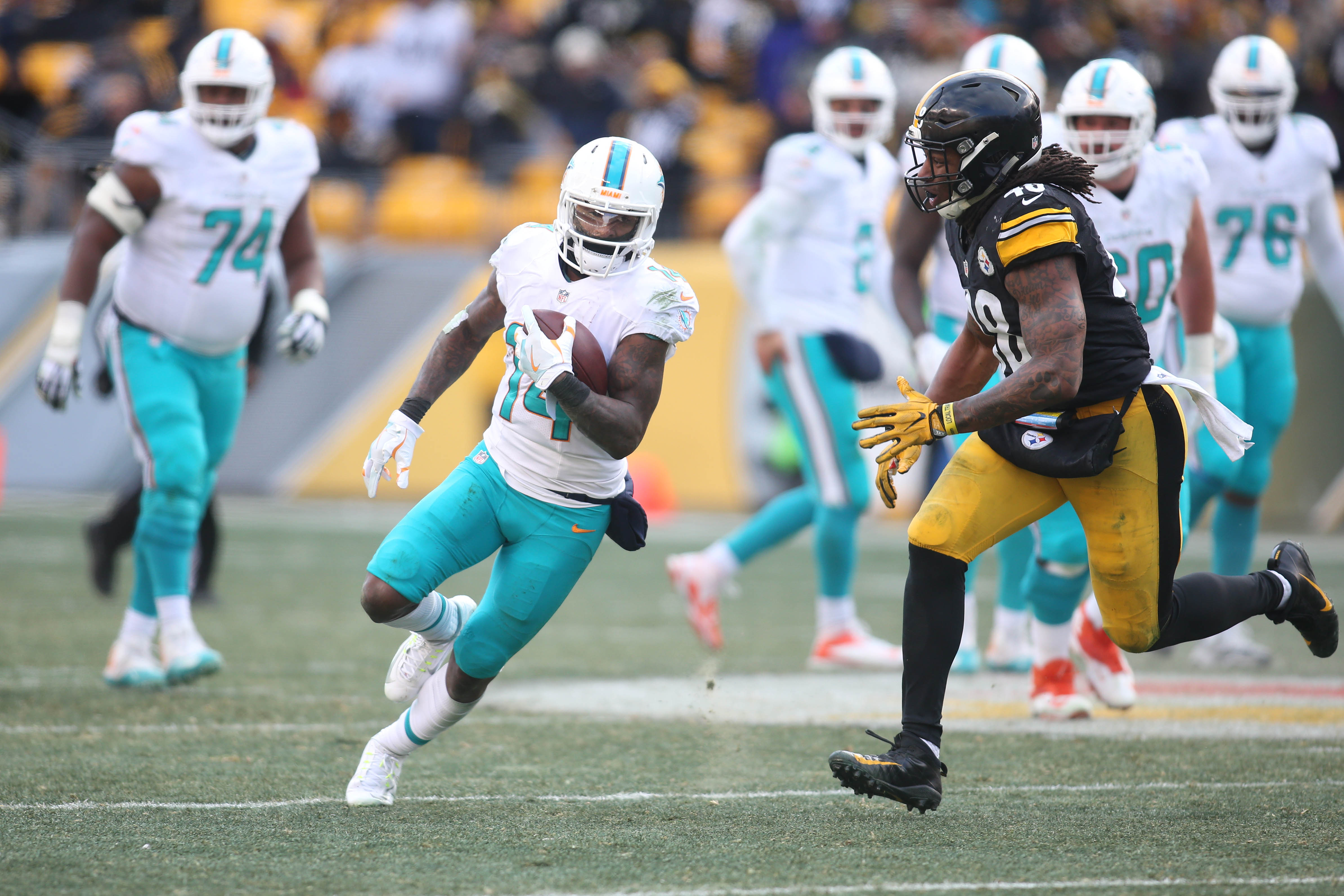 9797488-nfl-afc-wild-card-miami-dolphins-at-pittsburgh-steelers