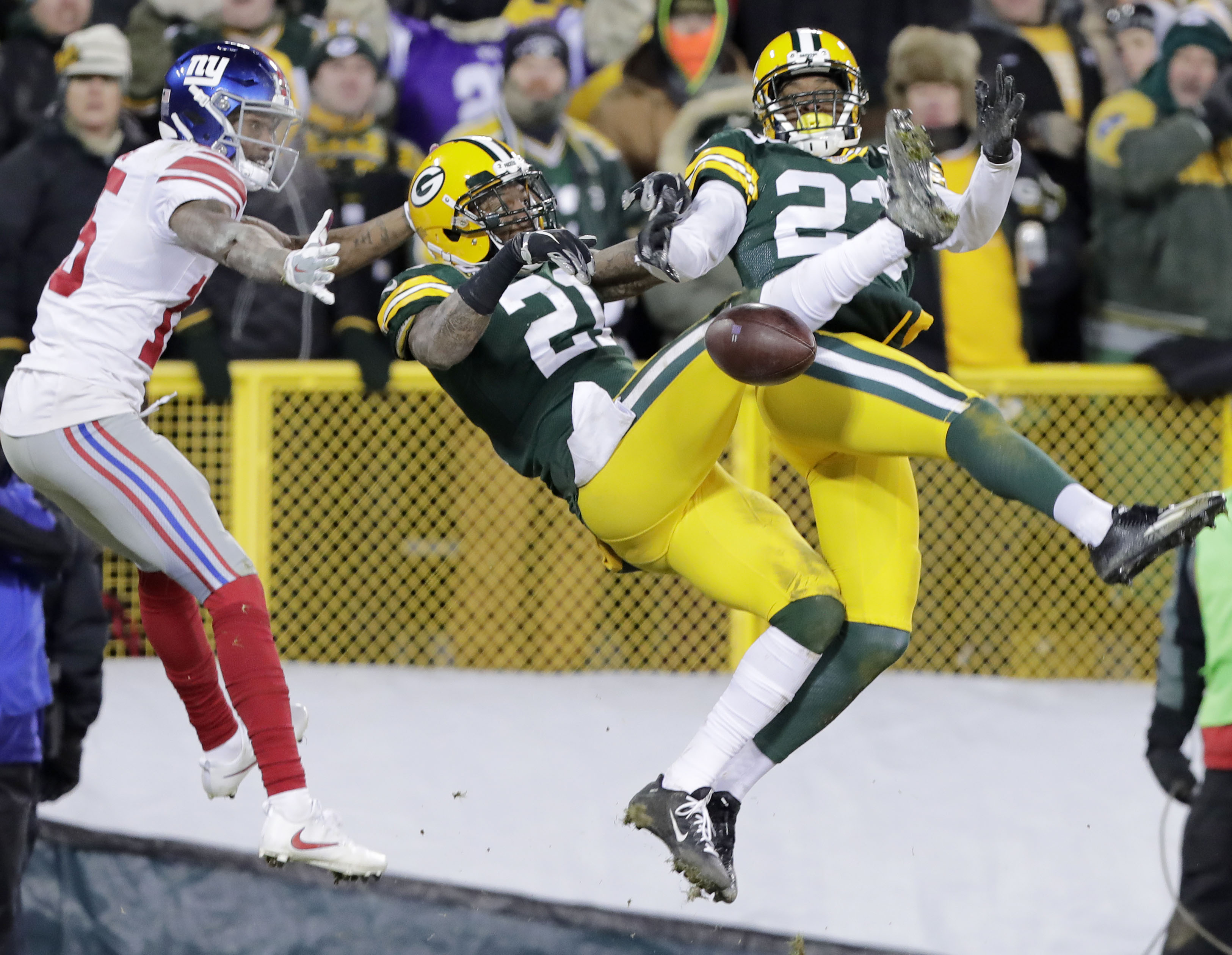 9798701-nfl-nfc-wild-card-new-york-giants-at-green-bay-packers