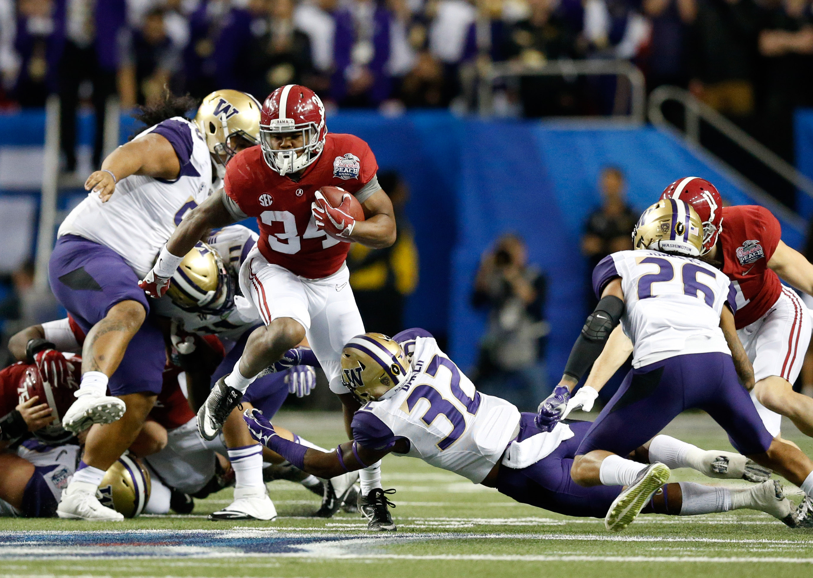 9804906-ncaa-football-chick-fil-a-peach-bowl-alabama-vs-washington
