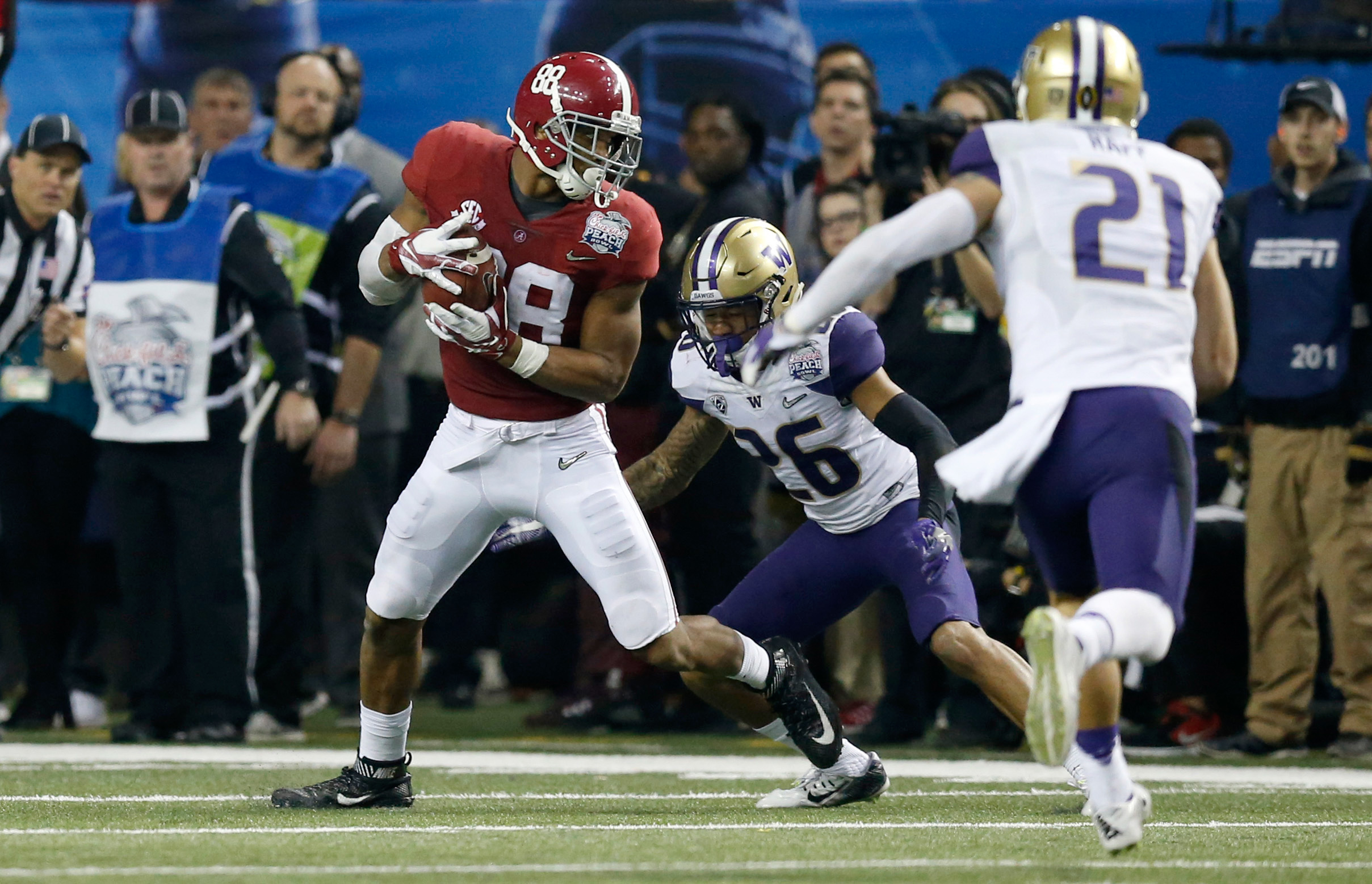 9804993-ncaa-football-chick-fil-a-peach-bowl-alabama-vs-washington