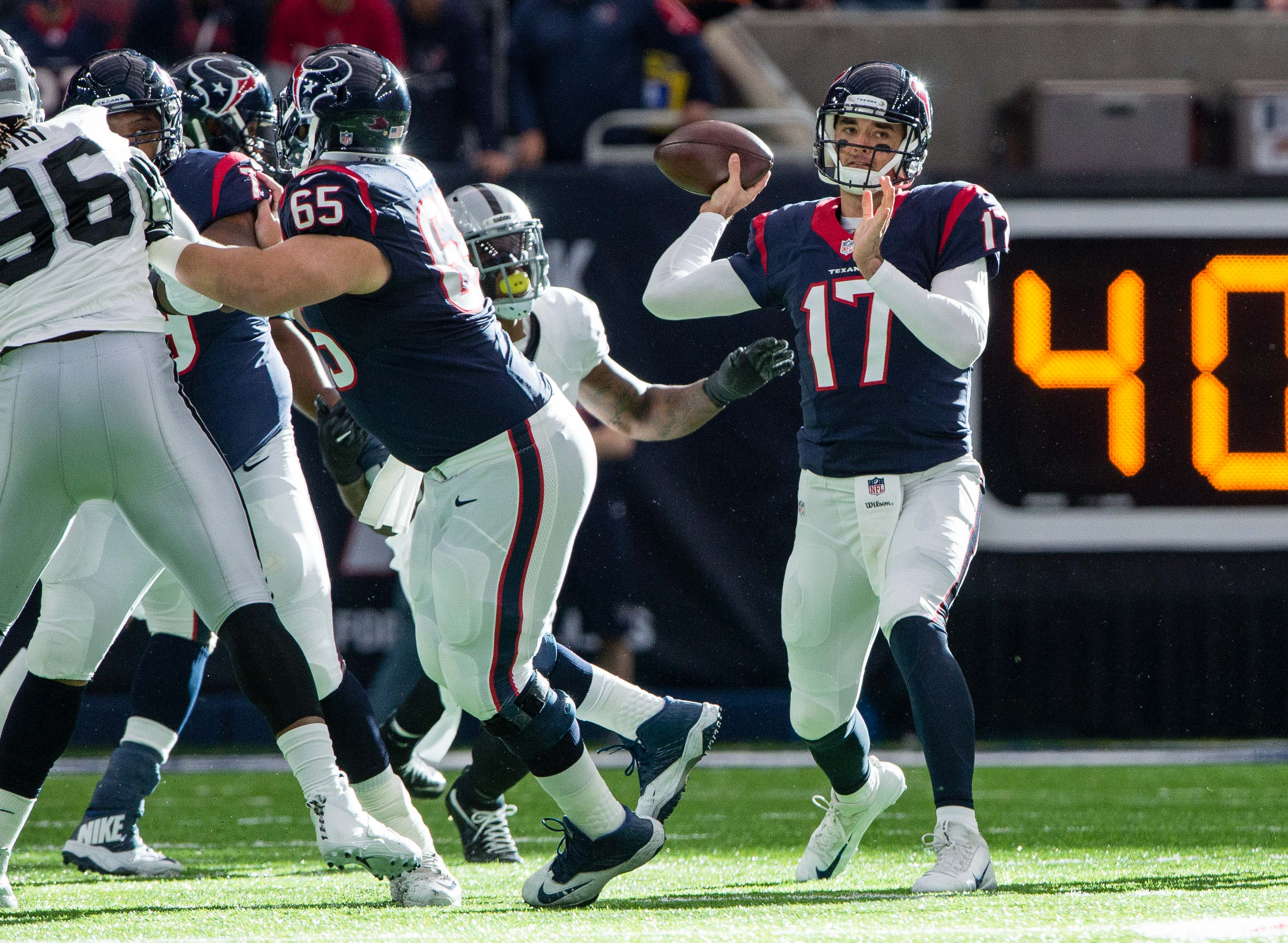 9805093-nfl-afc-wild-card-oakland-raiders-at-houston-texans