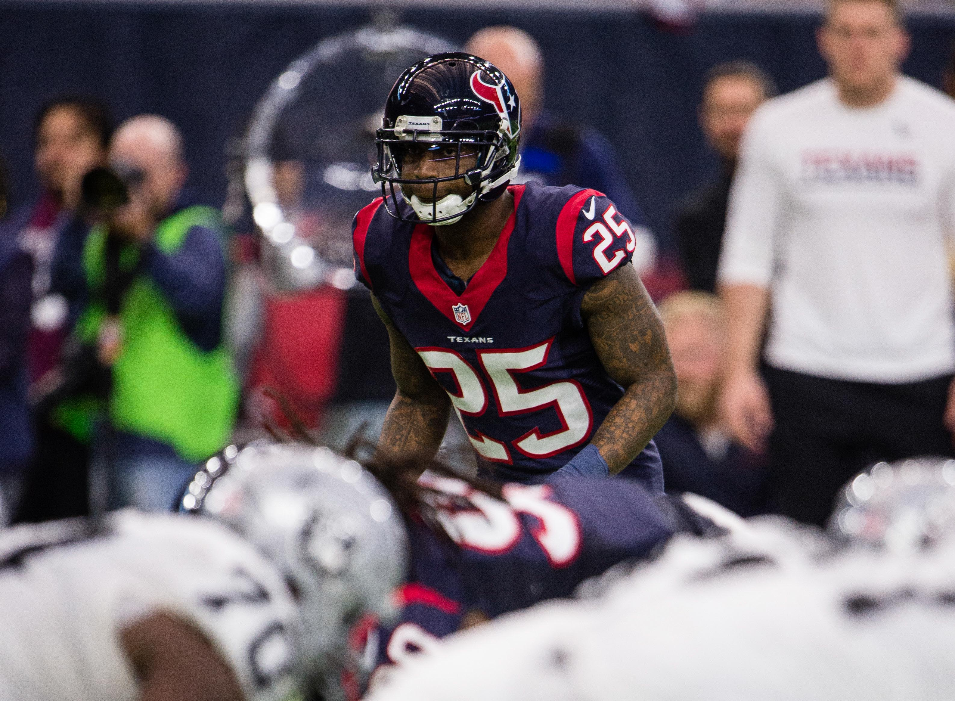 9805165-nfl-afc-wild-card-oakland-raiders-at-houston-texans