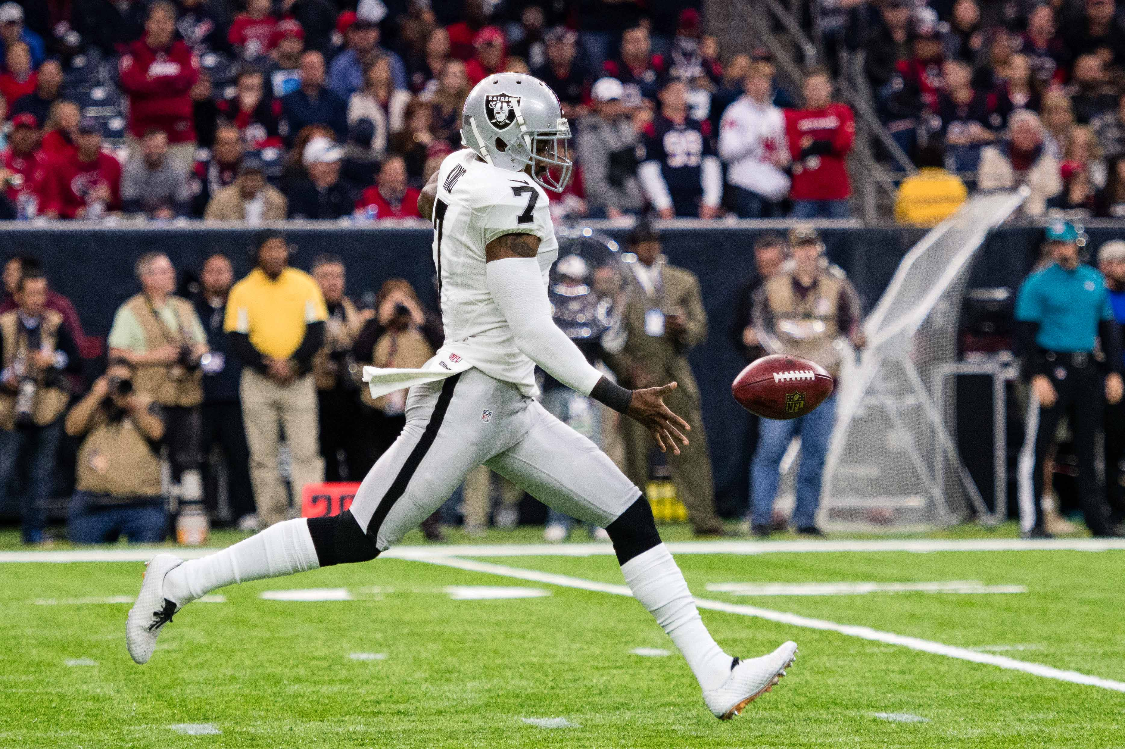 9805220-nfl-afc-wild-card-oakland-raiders-at-houston-texans