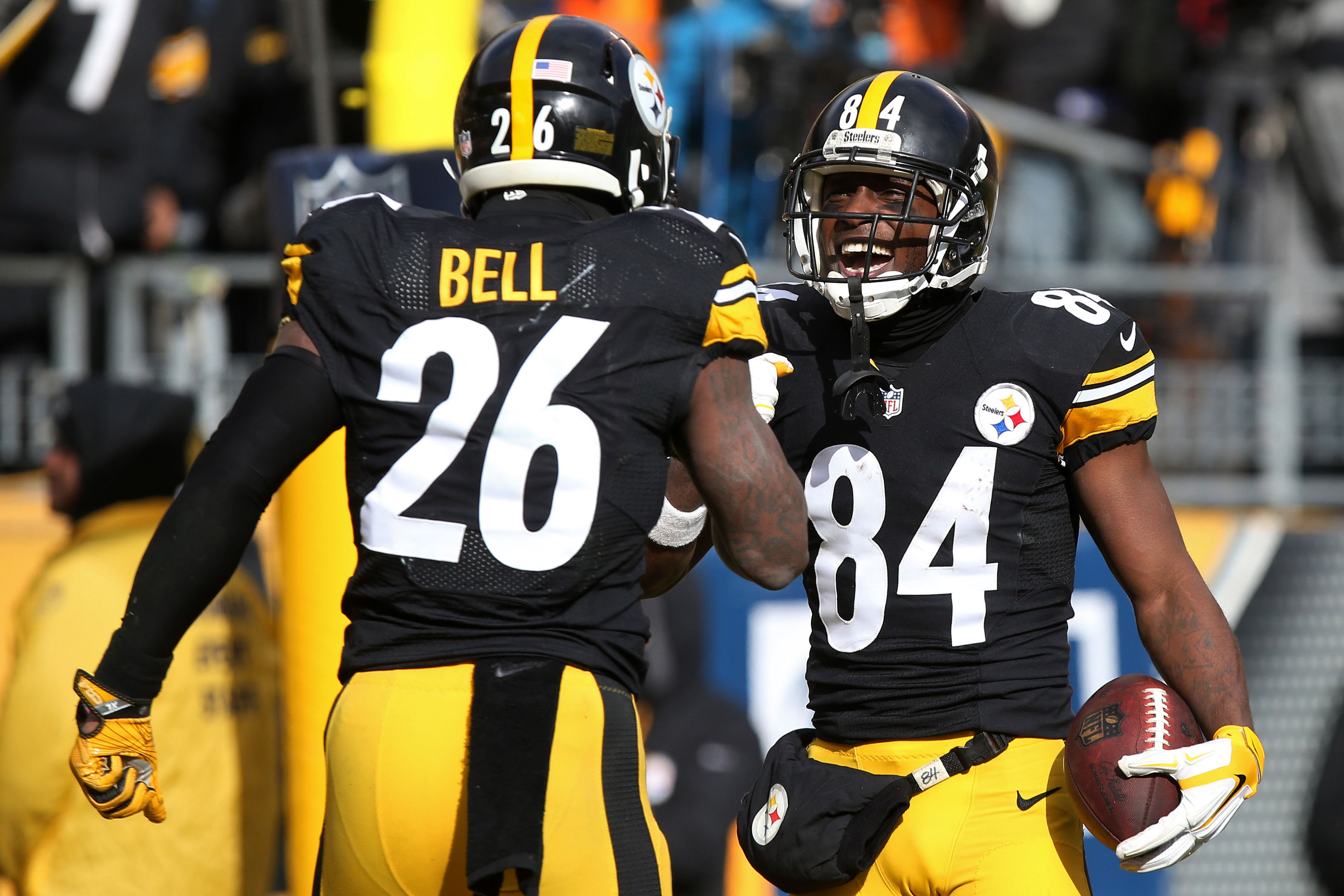 9805439-nfl-afc-wild-card-miami-dolphins-at-pittsburgh-steelers