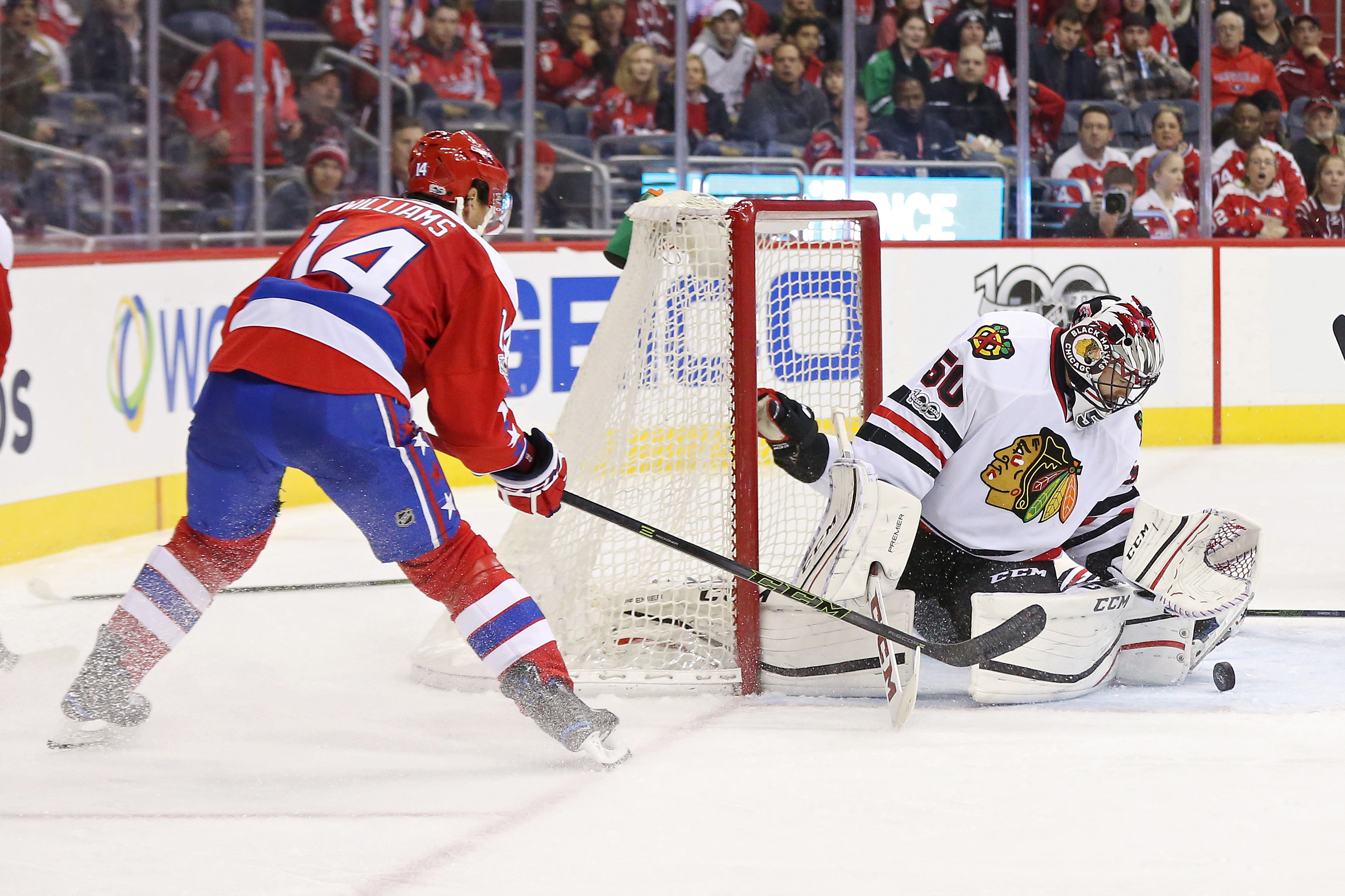 9808304-nhl-chicago-blackhawks-at-washington-capitals