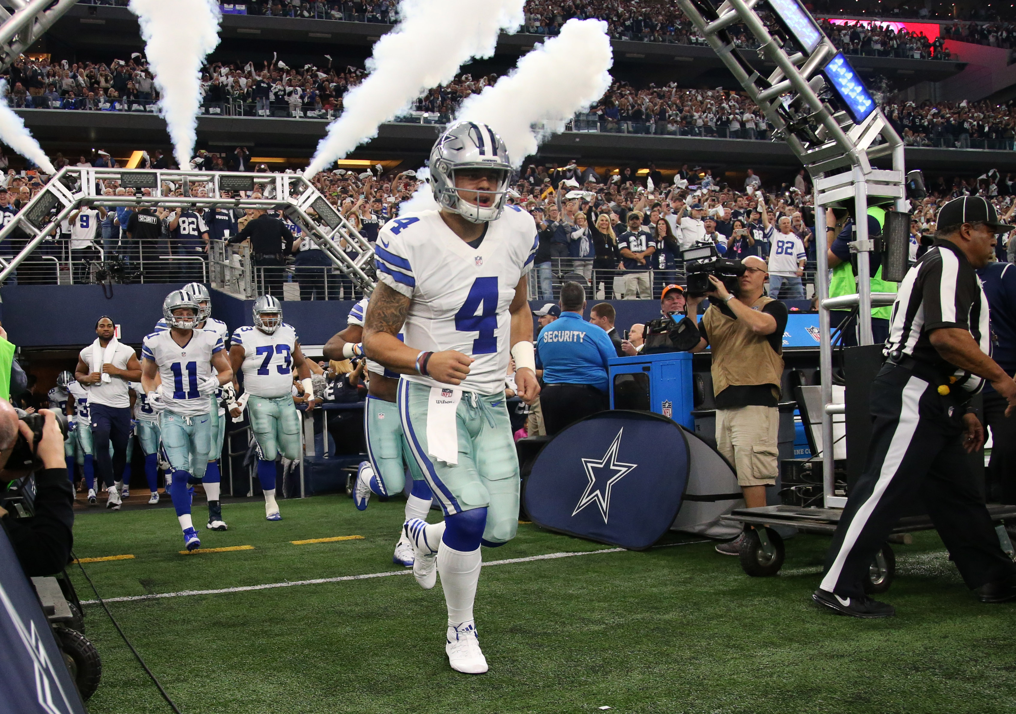 9812048-nfl-nfc-divisional-green-bay-packers-at-dallas-cowboys