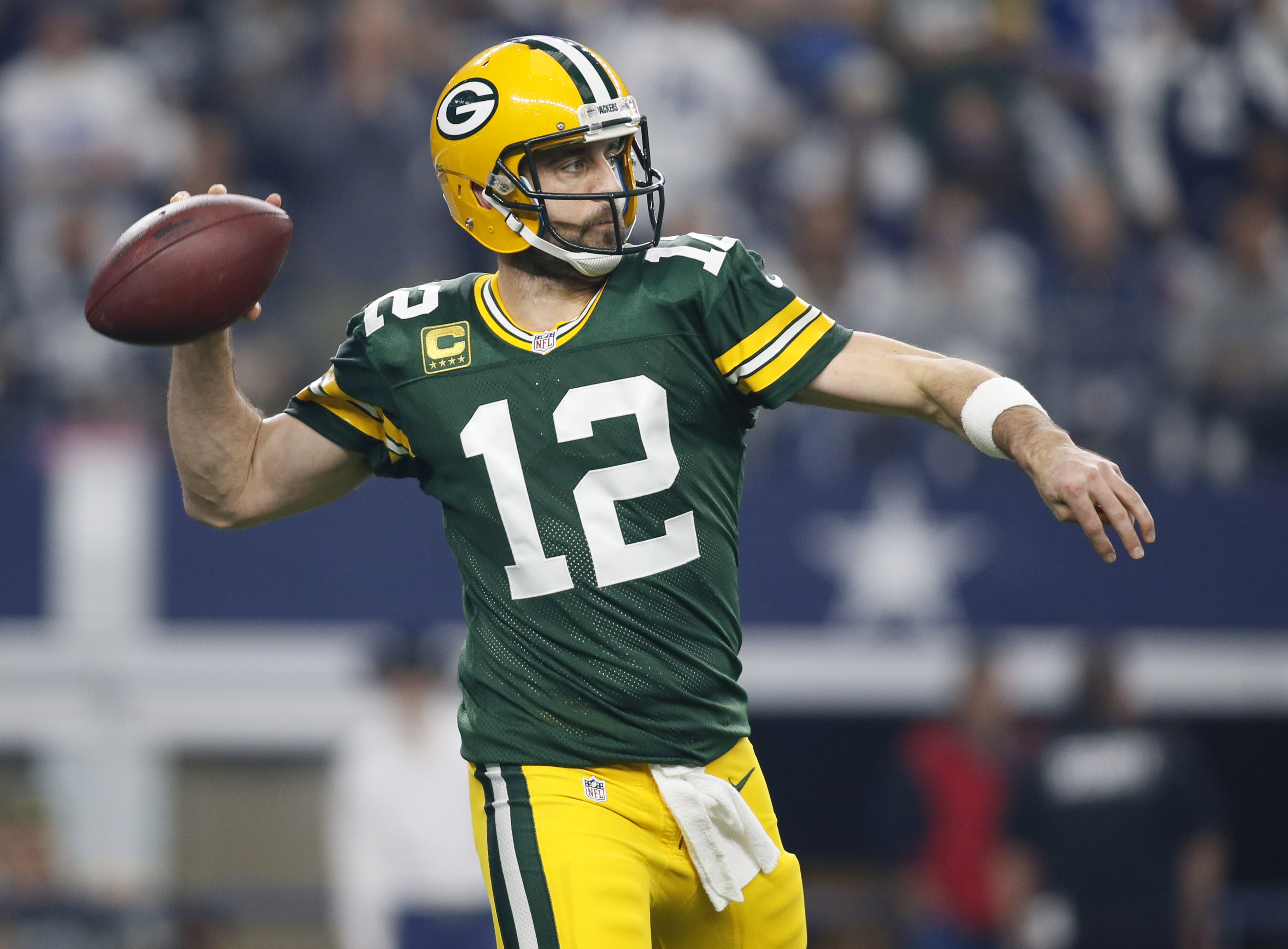 9812072-nfl-nfc-divisional-green-bay-packers-at-dallas-cowboys