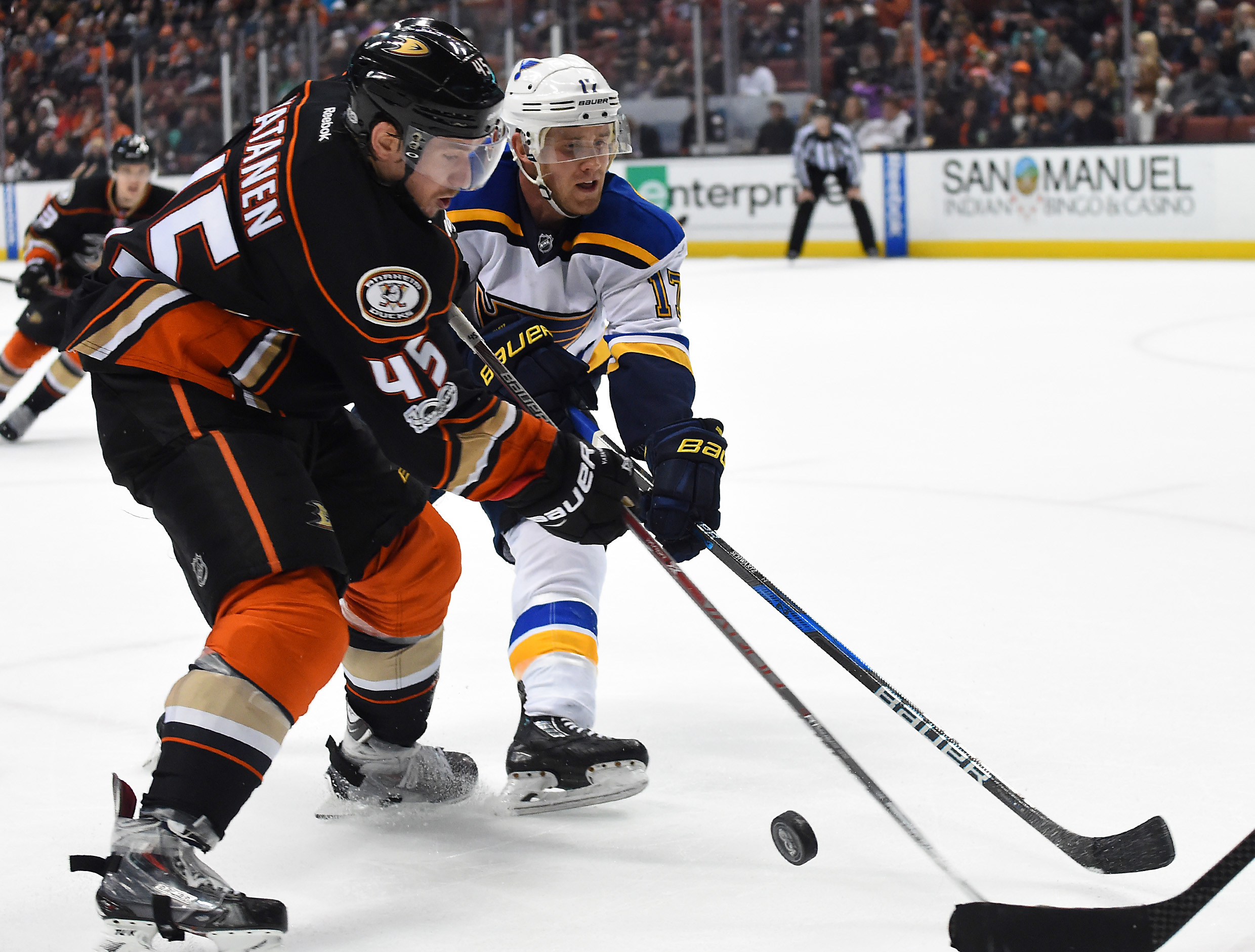 9813377-nhl-st.-louis-blues-at-anaheim-ducks