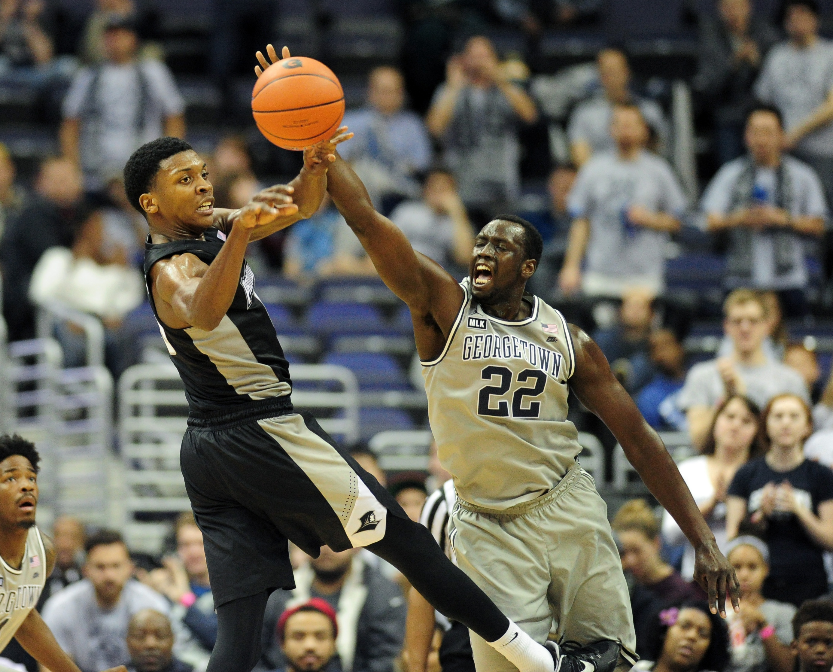 9814582-ncaa-basketball-providence-at-georgetown